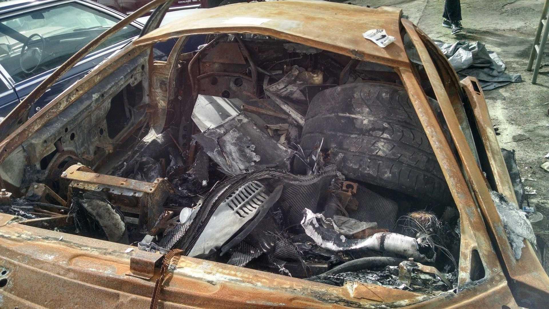 Lamborghini_Murcielago_destroyed_by_fire_03