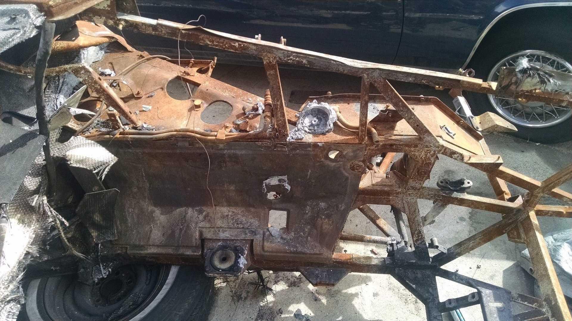 Lamborghini_Murcielago_destroyed_by_fire_04