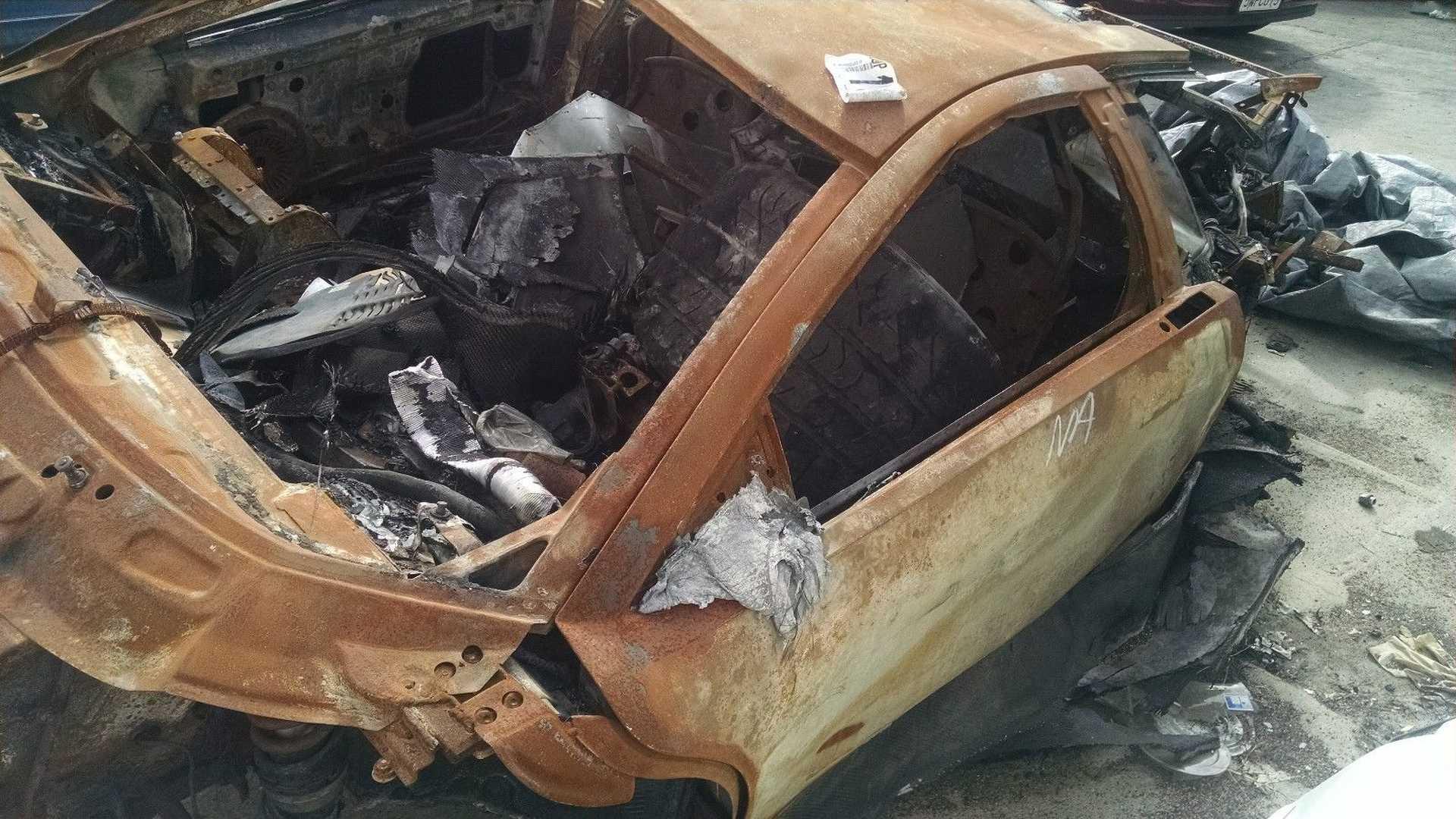 Lamborghini_Murcielago_destroyed_by_fire_05