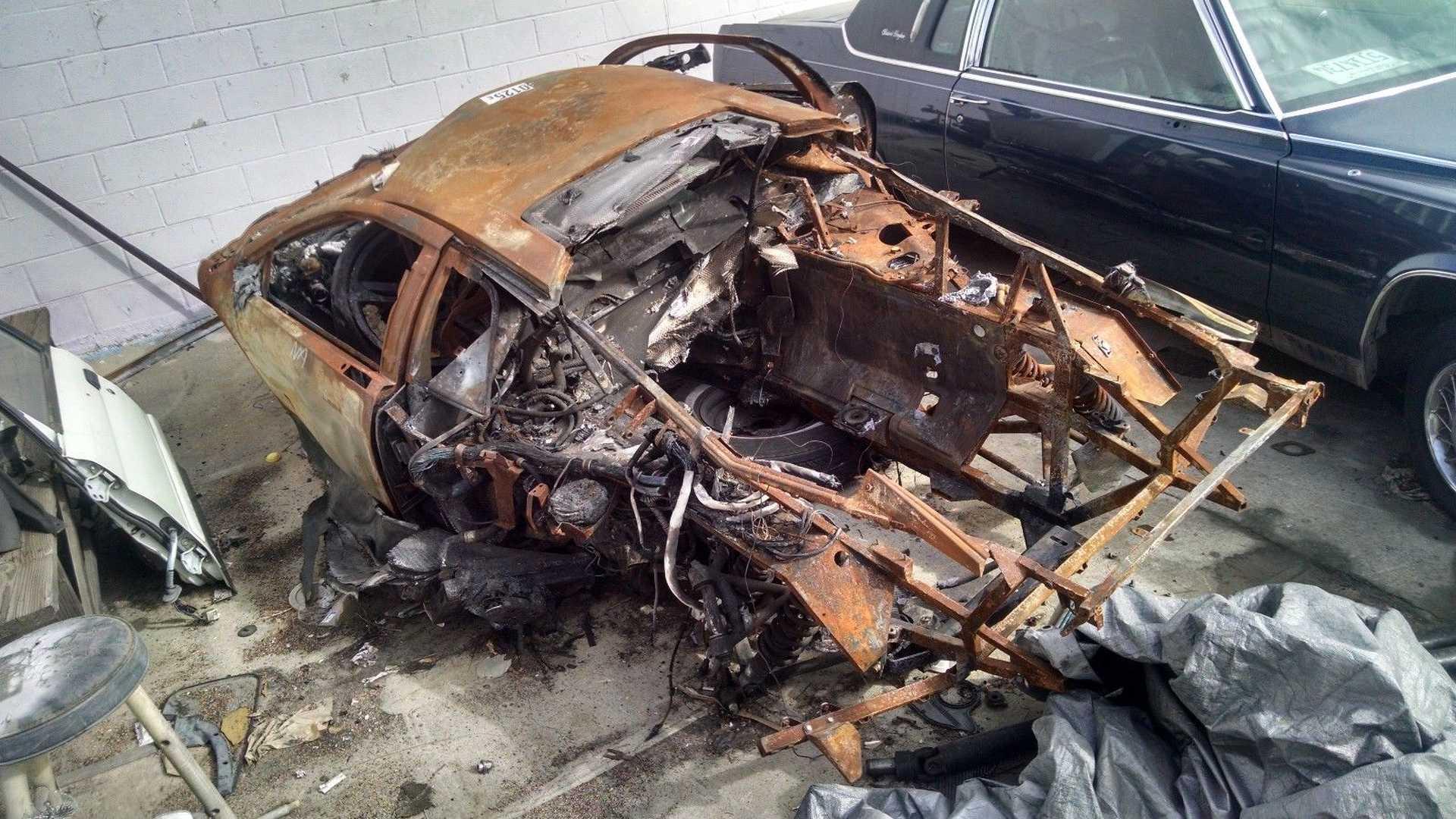 Lamborghini_Murcielago_destroyed_by_fire_06