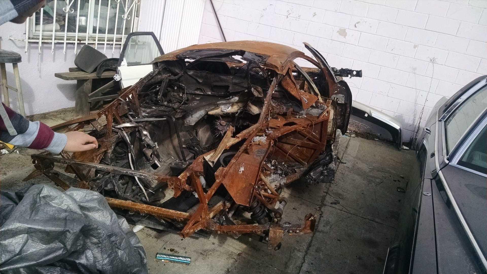 Lamborghini_Murcielago_destroyed_by_fire_07