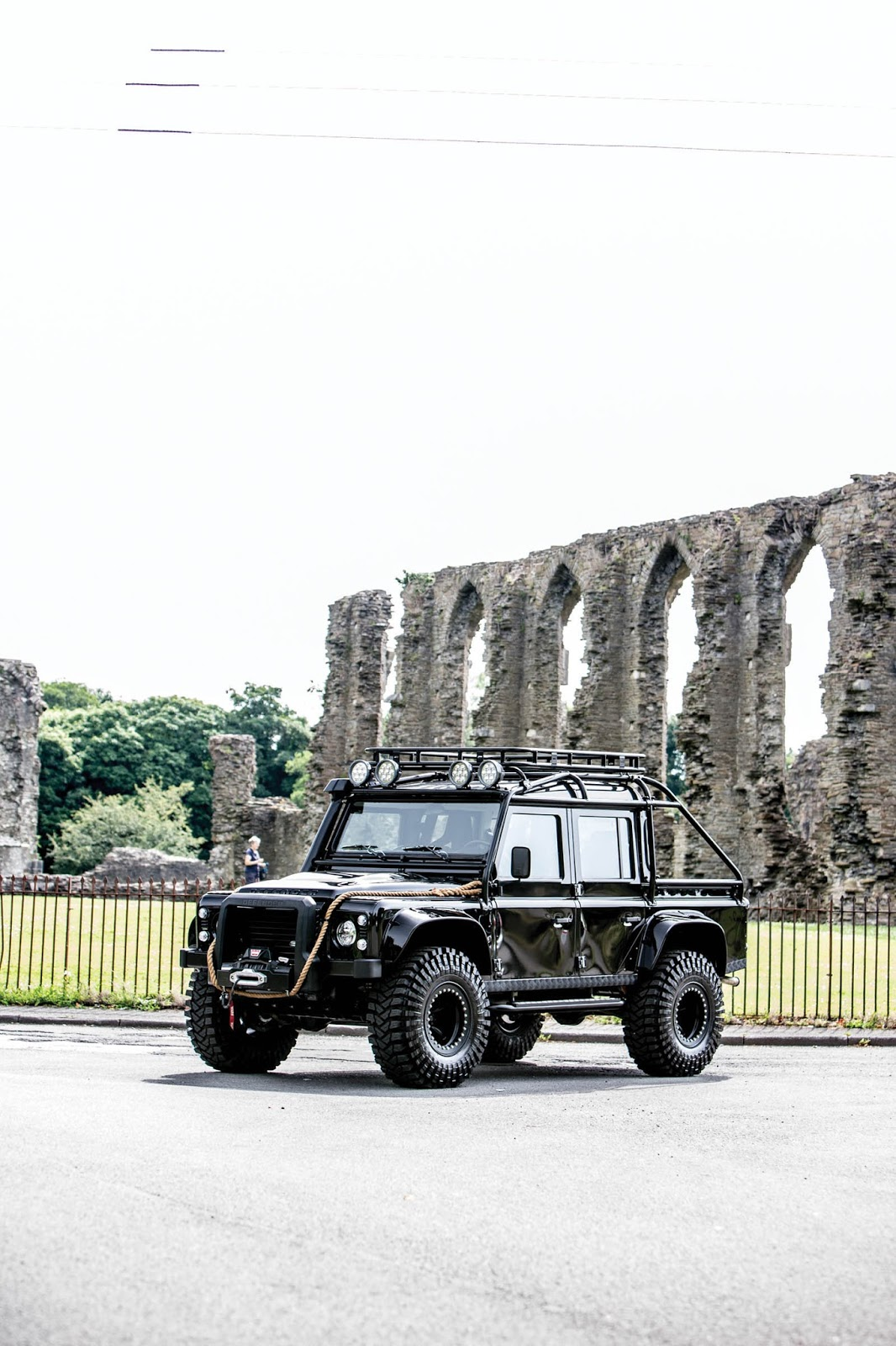 Land Rover Defender SVX Concept Spectre James Bond (1)