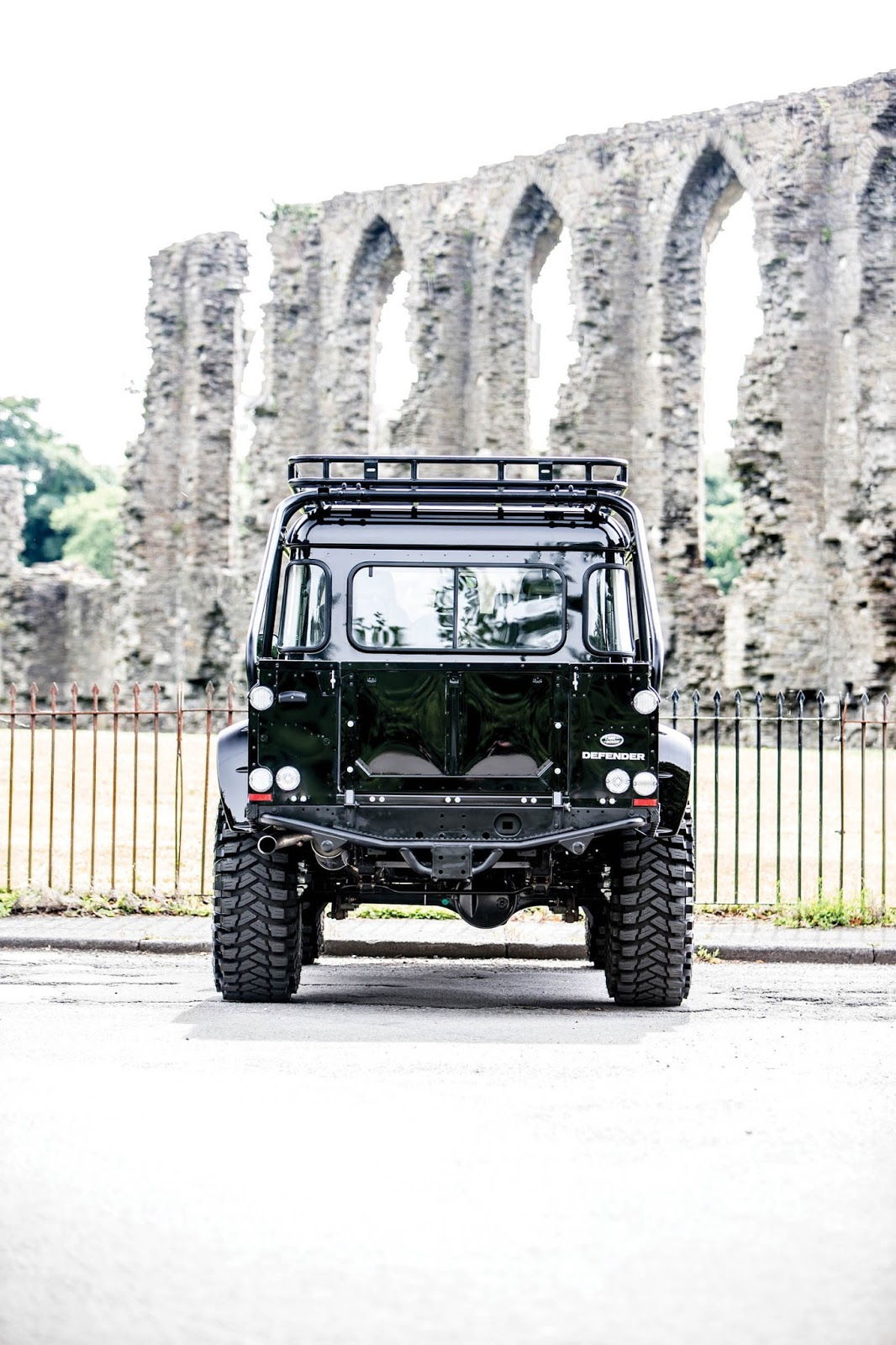 Land Rover Defender SVX Concept Spectre James Bond (10)