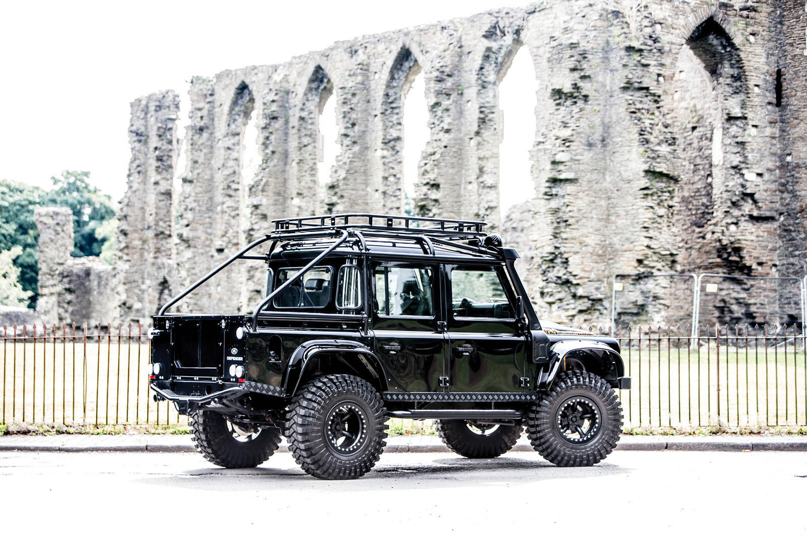 Land Rover Defender SVX Concept Spectre James Bond (2)