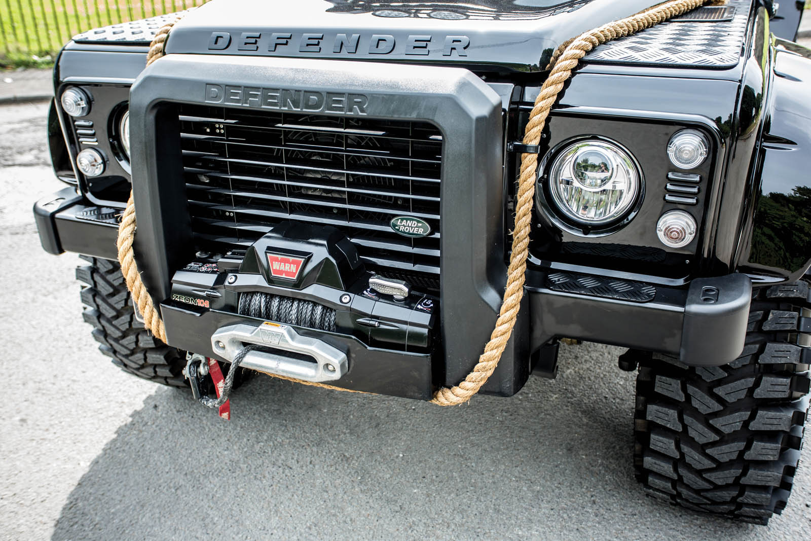 Land Rover Defender SVX Concept Spectre James Bond (6)