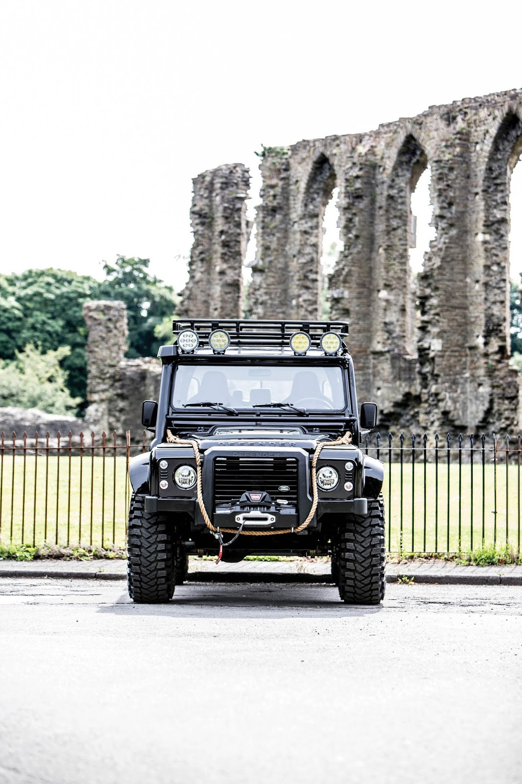 Land Rover Defender SVX Concept Spectre James Bond (9)