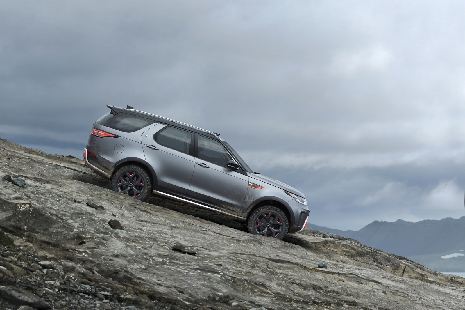 Land-Rover-Discovery-SVX-21