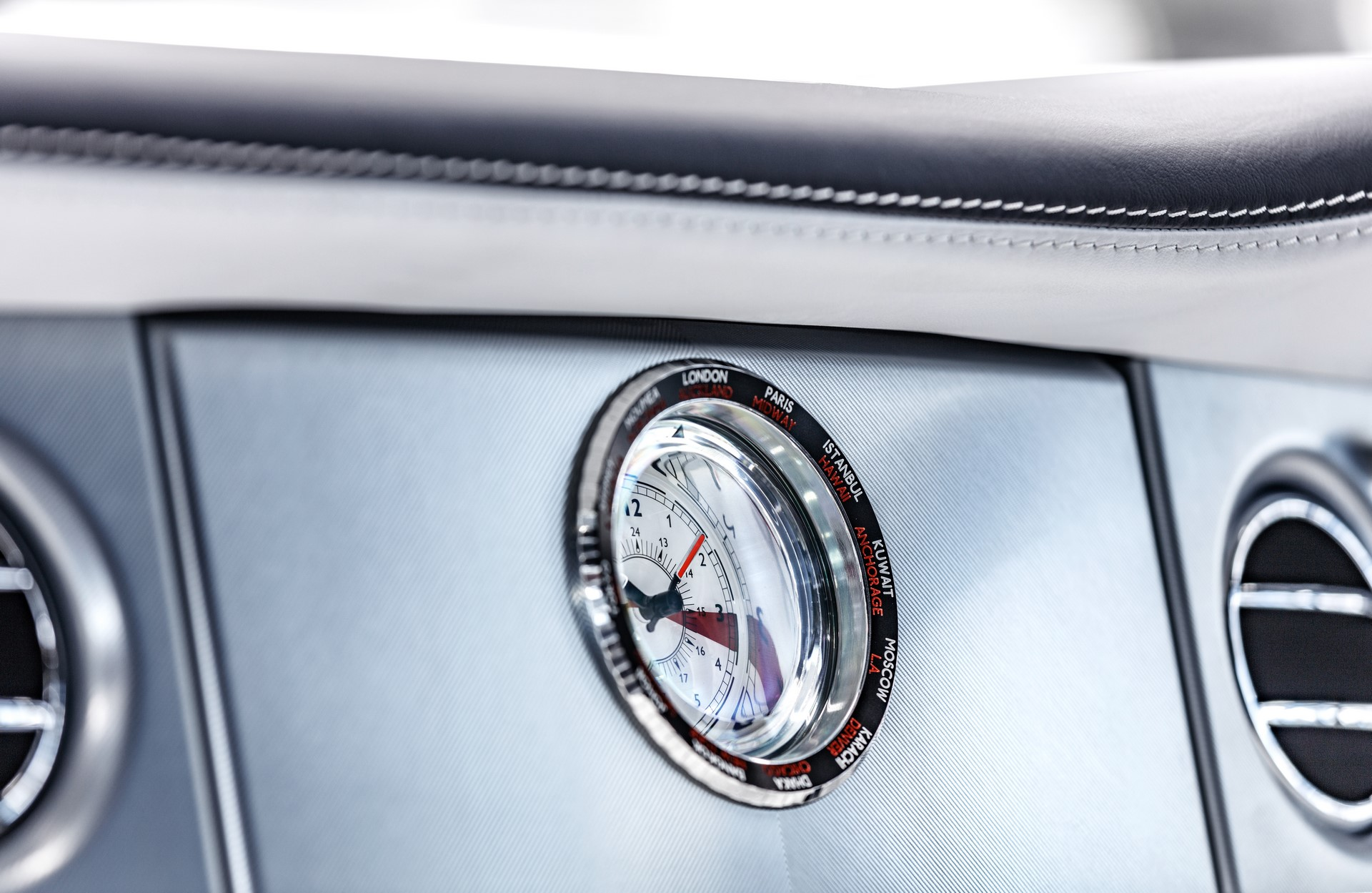 Last Rolls-Royce Phantom VII (4)