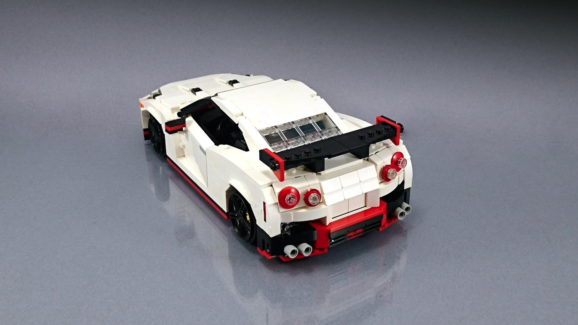 Lego_Nissan_GT-R_Nismo_03