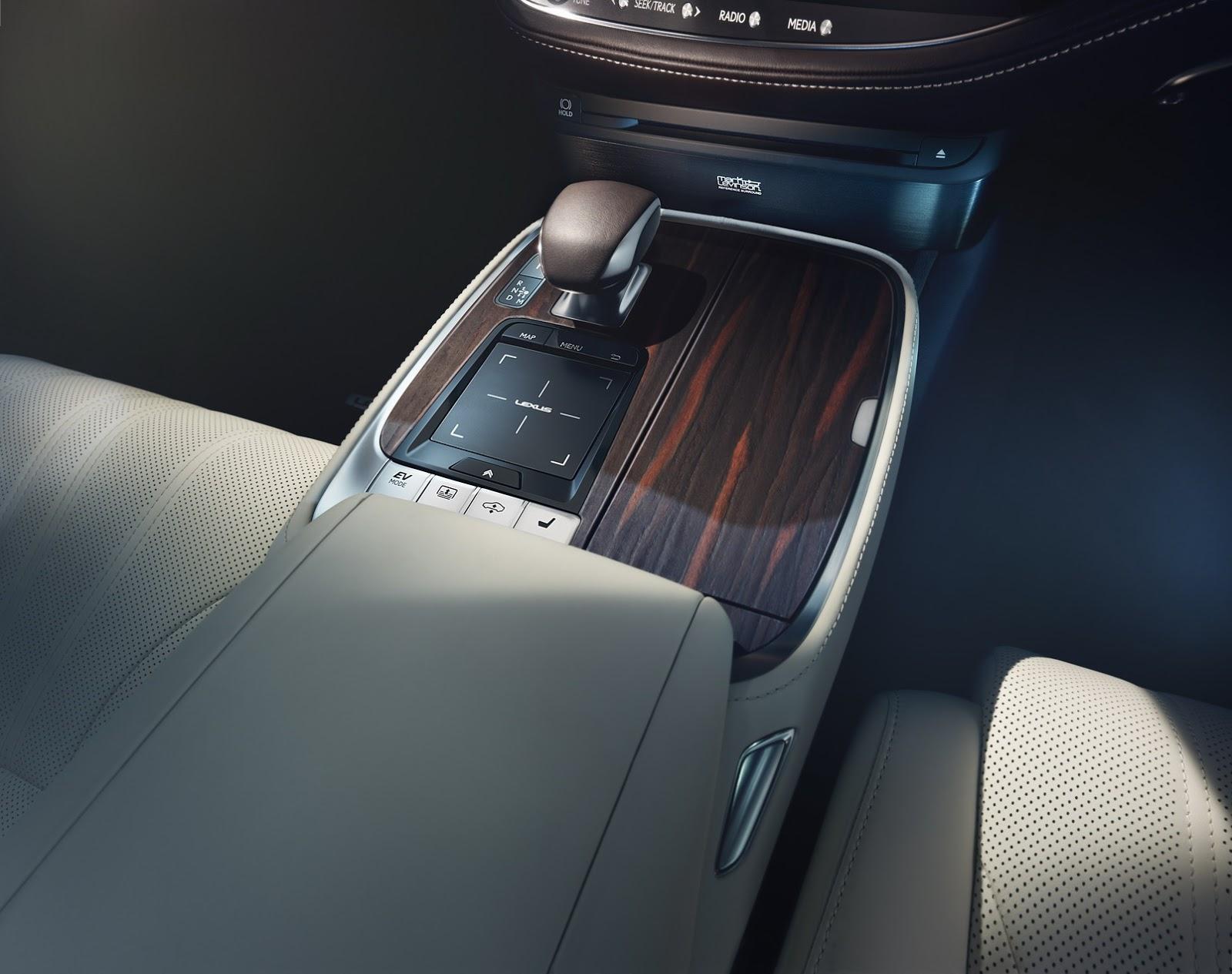 Lexus LS 2018 (38)