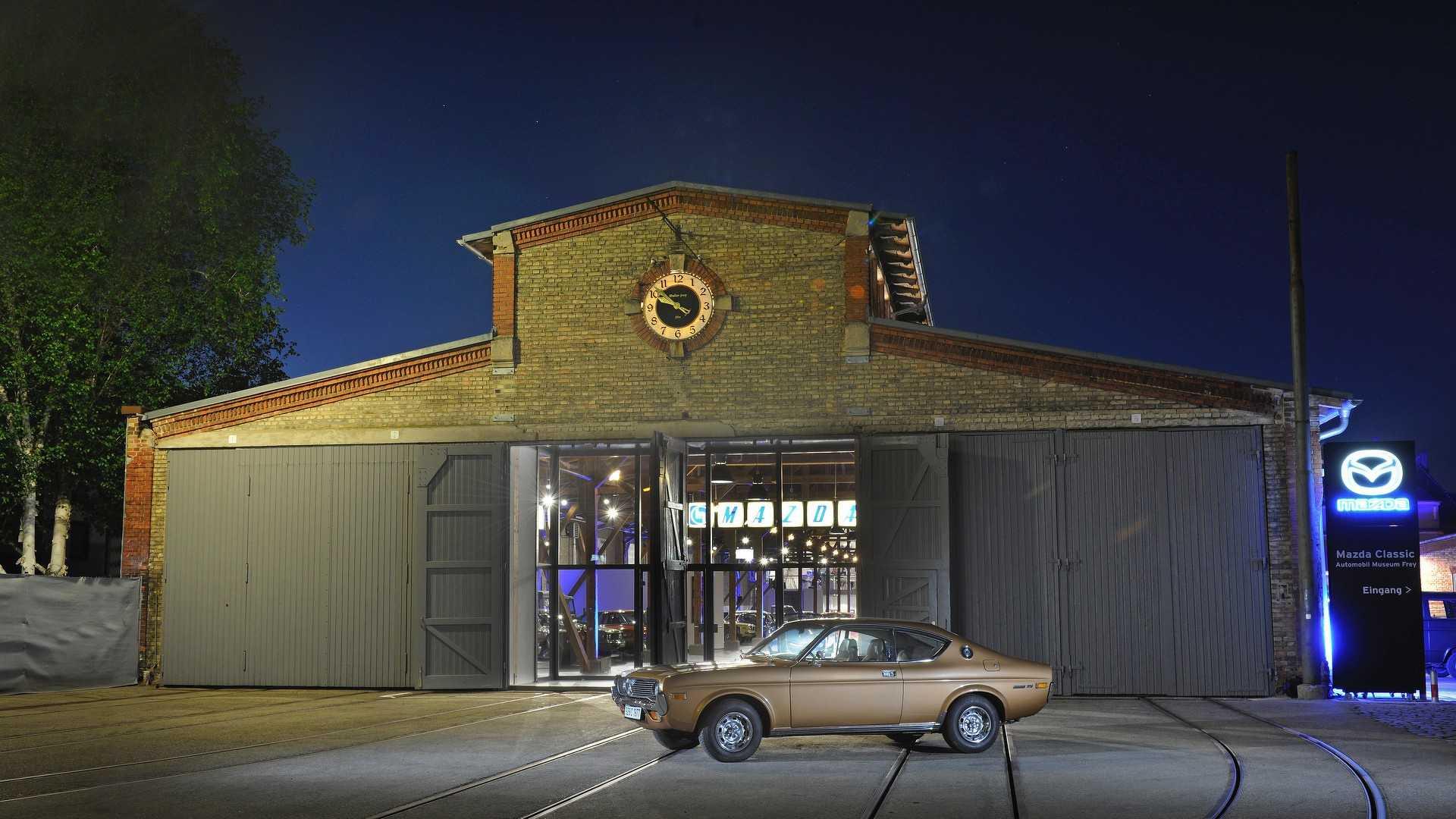 Mazda_classic_car_museum_01