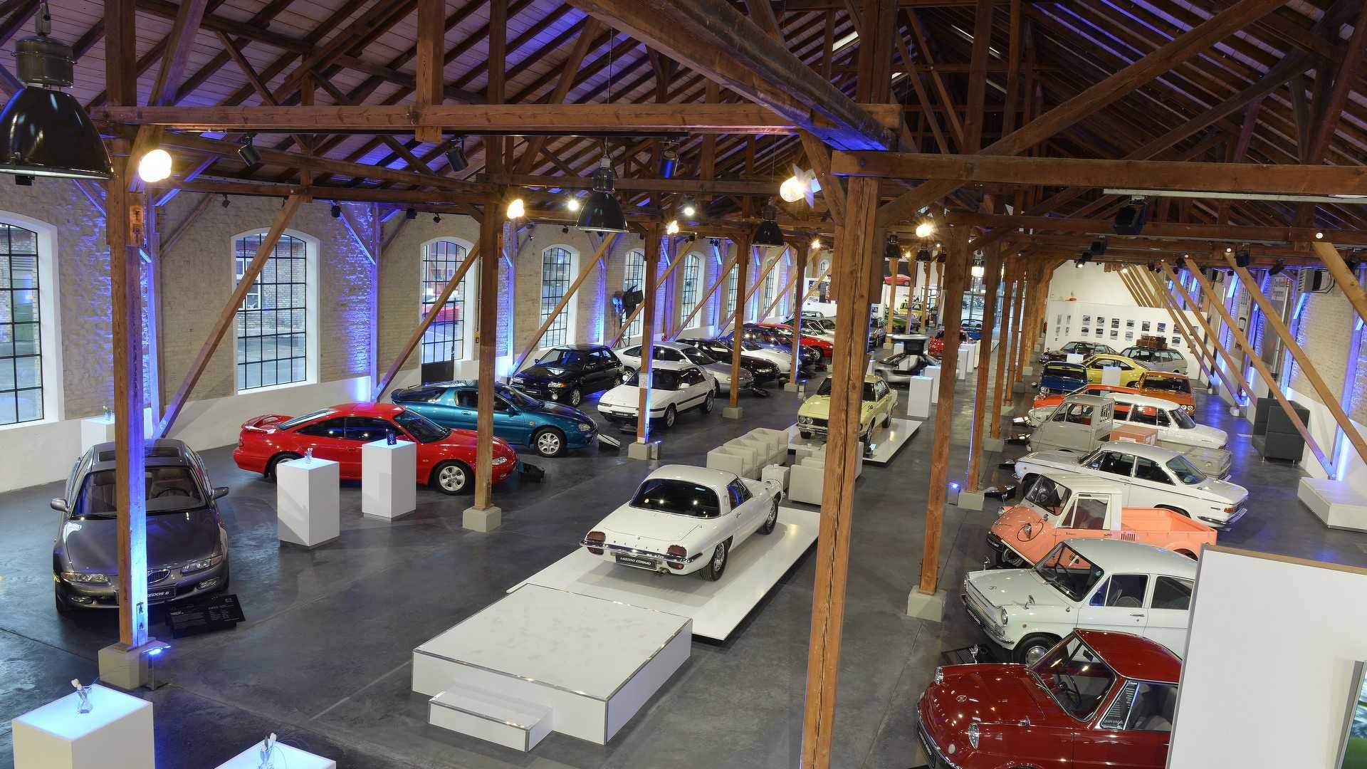 Mazda_classic_car_museum_02