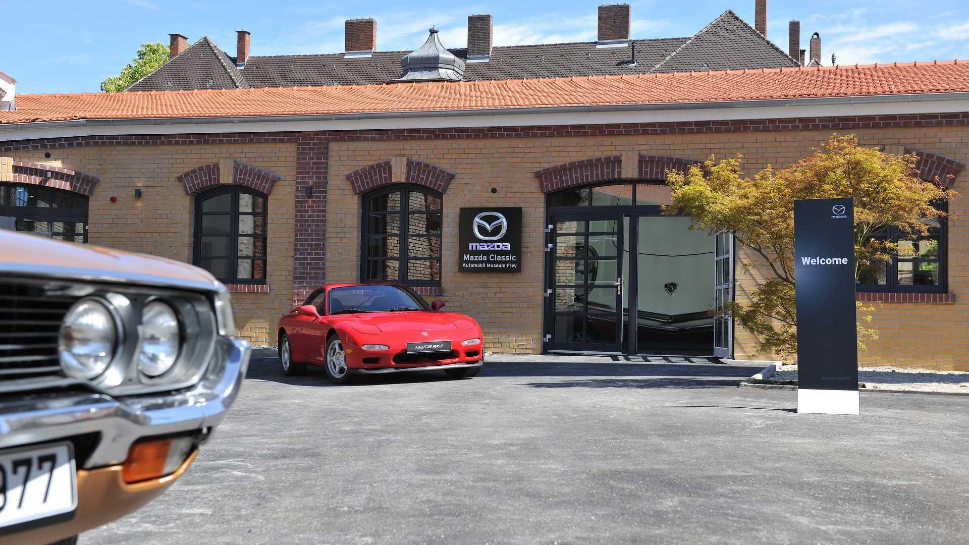 Mazda_classic_car_museum_04