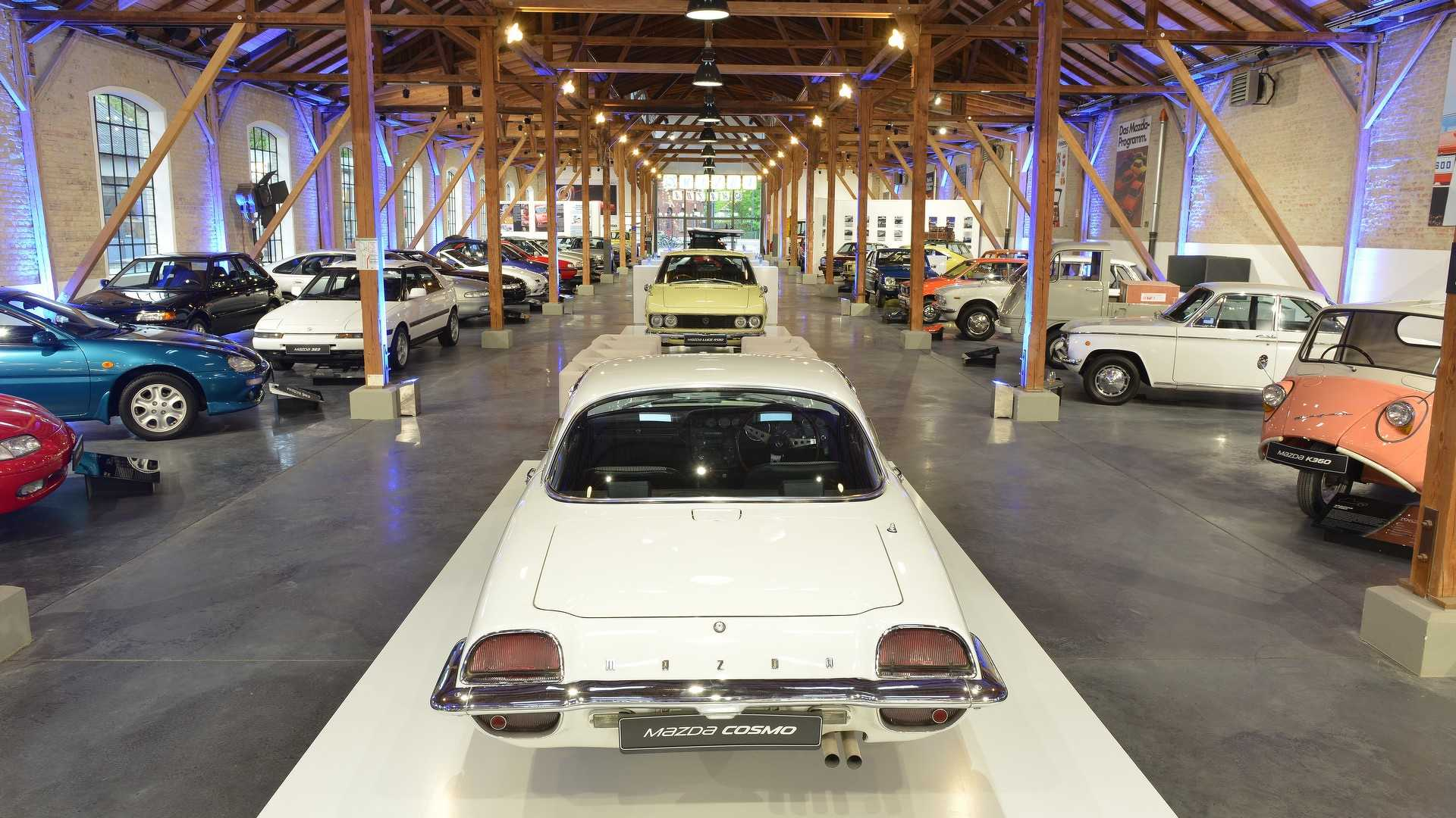 Mazda_classic_car_museum_13