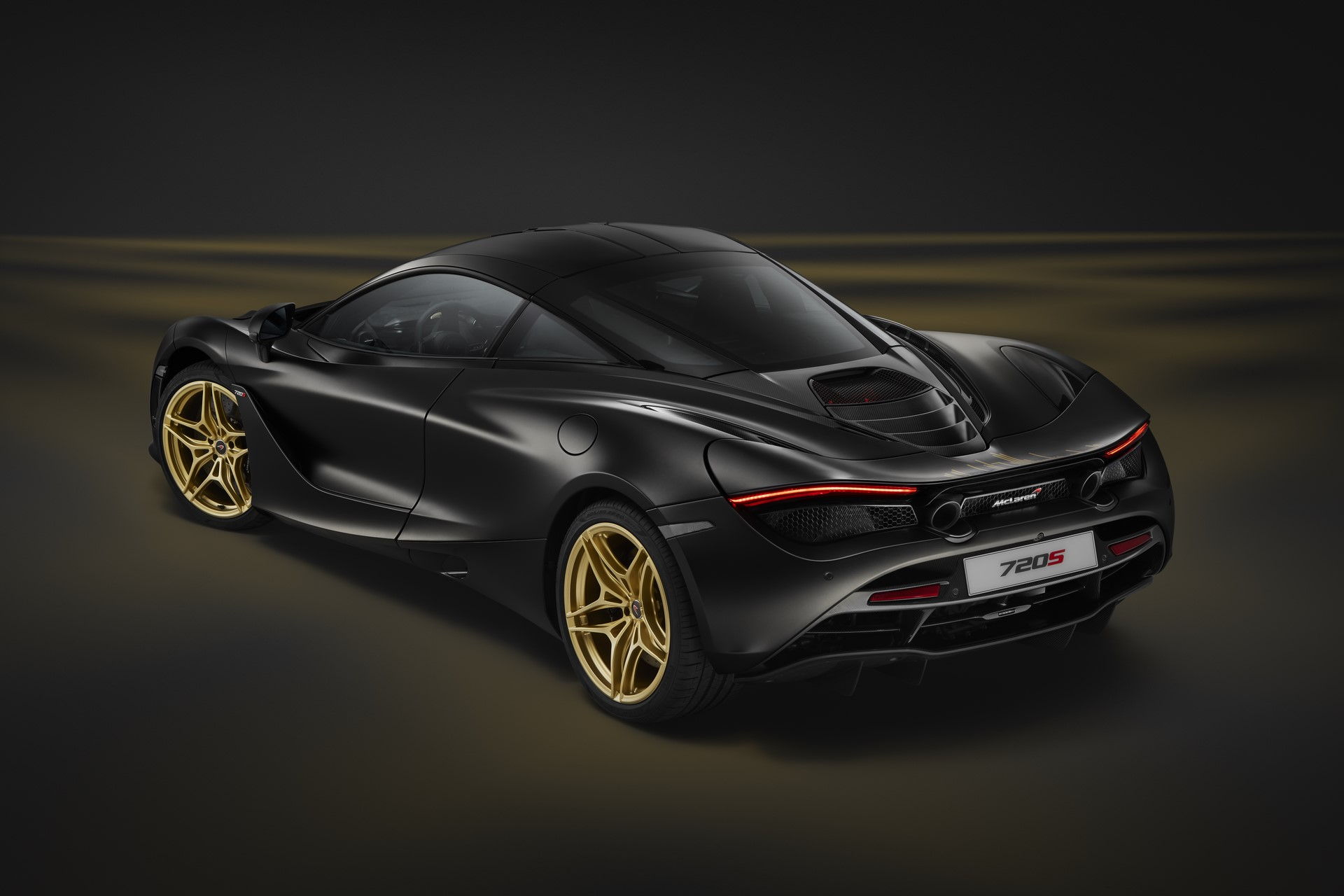 720S Dubai-on grey gold-3