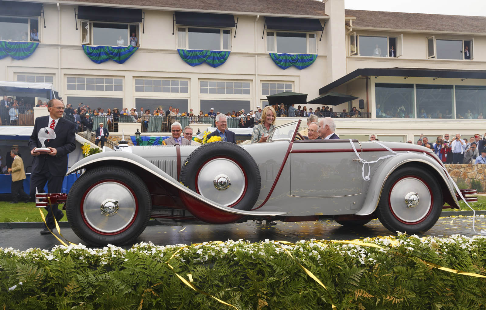 """Best of Show"" beim Pebble Beach Concours d'Elegance 2012: Mercedes-Benz Typ S mit Saoutchik-Karosserie, Baujahr 1928. Mit Verweis auf seinen Hubraum von 6,8 Litern wird das Fahrzeug mitunter auch als Typ 680 S bezeichnet. ;""Best of Show"" at the Pebble Beach Concours d'Elegance 2012: Mercedes-Benz Type S with Saoutchik bodywork, built in 1928. Because of its 6.8-litre engine capacity, the car was also known as Type 680 S.;"