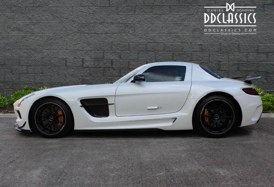 2013_Mercedes-Benz_SLS_AMG_Black_Series_for_sale_26