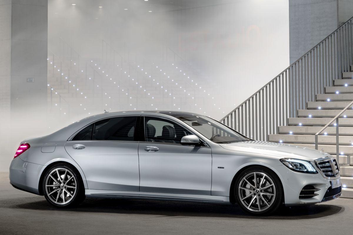 Mercedes-Benz-S560e-5