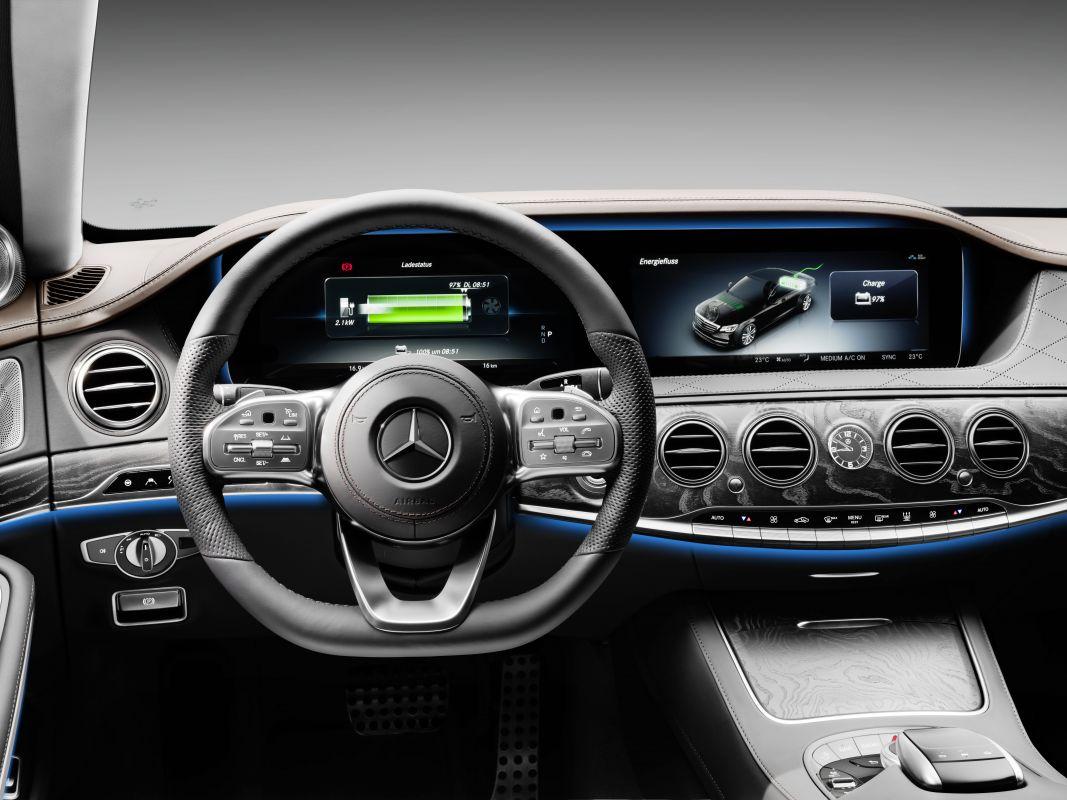 Mercedes-Benz-S560e-6