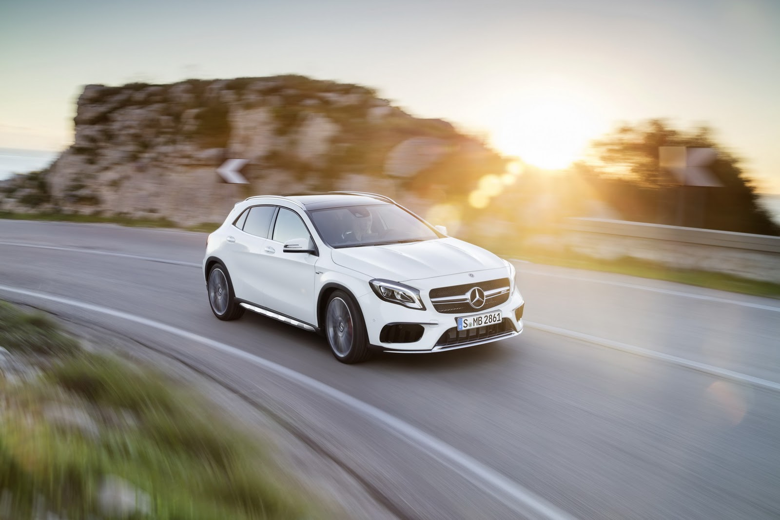 Mercedes GLA facelift and GLA 45 AMG facelift 2017 (3)