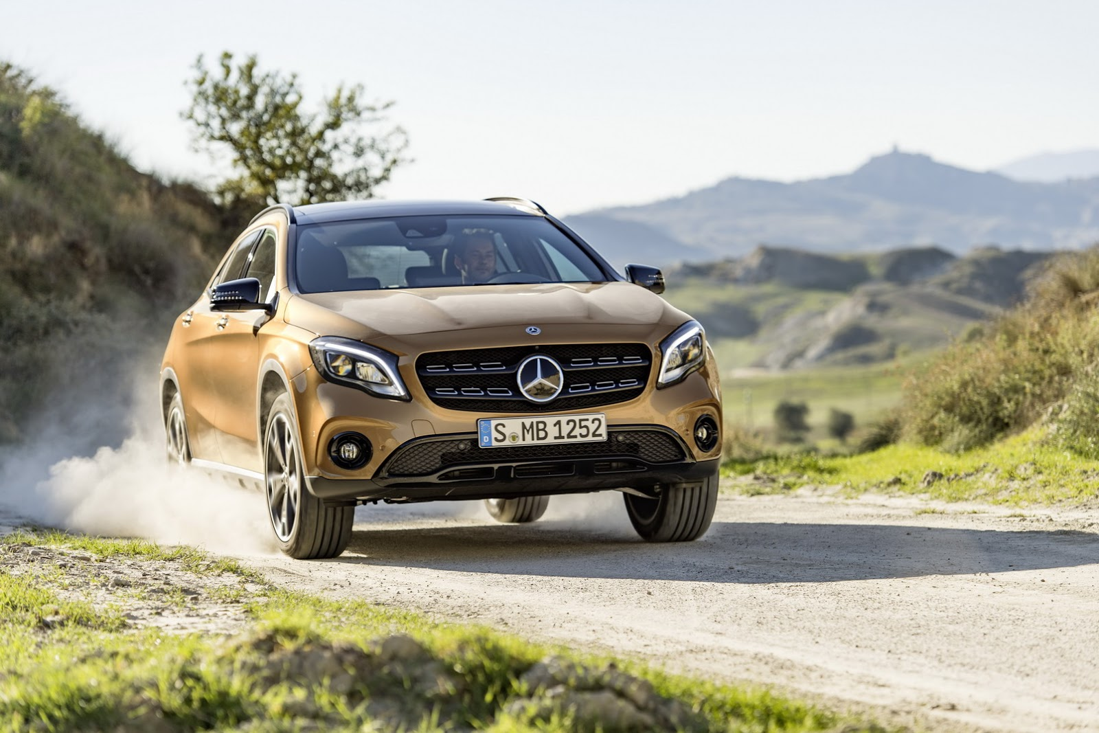 Mercedes GLA facelift and GLA 45 AMG facelift 2017 (39)