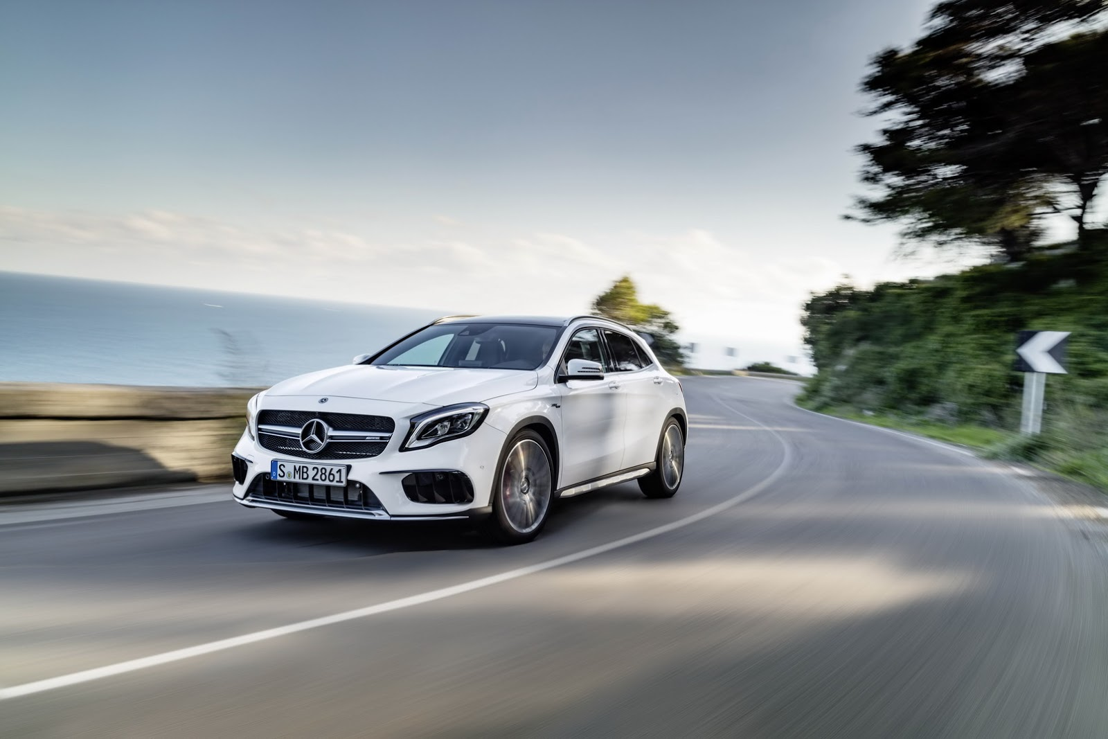 Mercedes GLA facelift and GLA 45 AMG facelift 2017 (7)