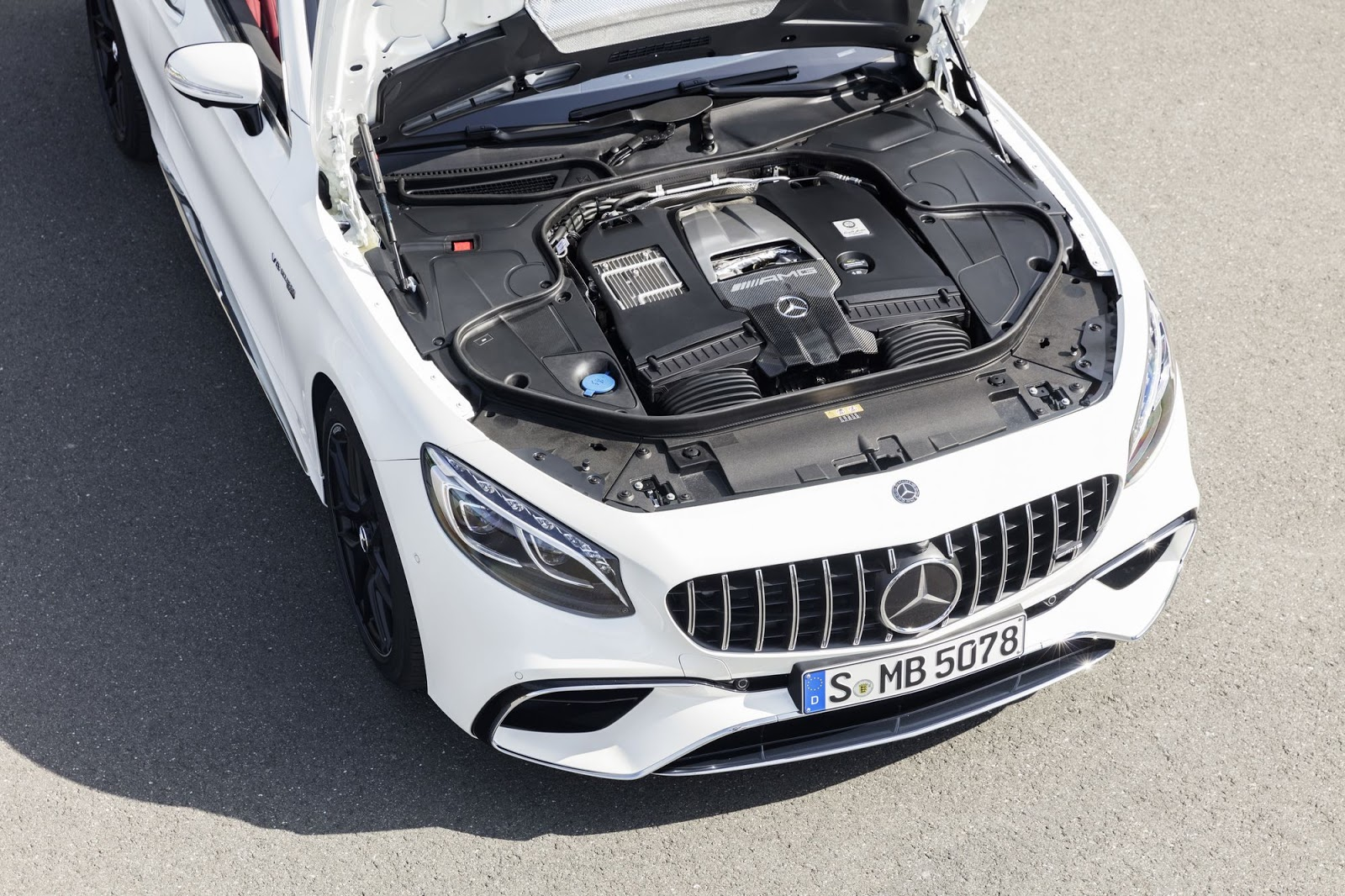 Mercedes-AMG S 63 4MATIC+ Cabriolet, 2017. Exterieur: designo diamantweiß bright, Motor;Kraftstoffverbrauch kombiniert: 10,1 l/100 km; CO2-Emissionen kombiniert: 229 g/km*