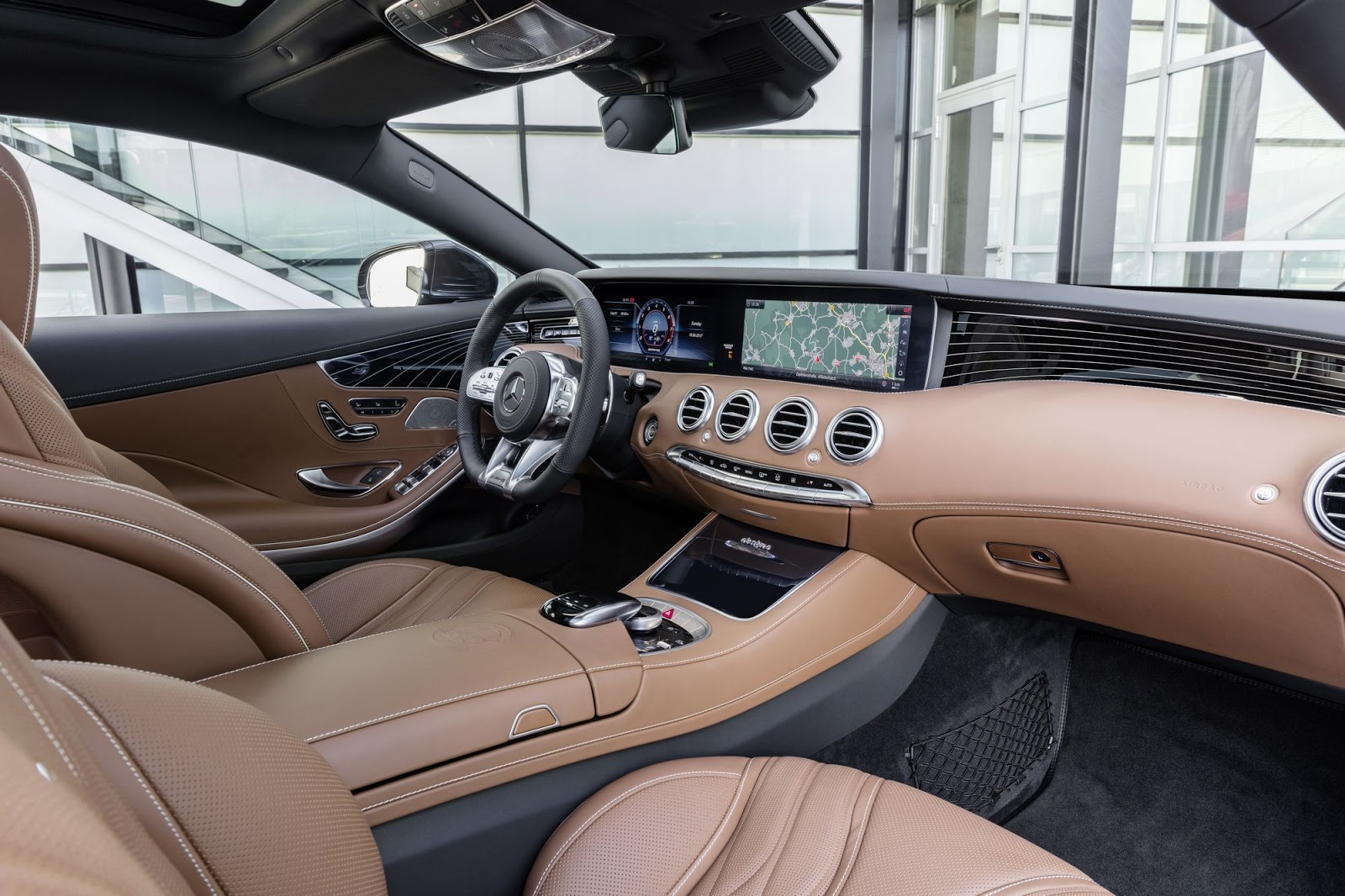 Mercedes-AMG S 65 Coupé, 2017. Interieur: designo Leder Exklusiv Nappa AMG sattelbraun/schwarz. Exterieur: anthrazitblau metallic;Kraftstoffverbrauch kombiniert: 11,9 l/100 km; CO2-Emissionen kombiniert: 279 g/km*