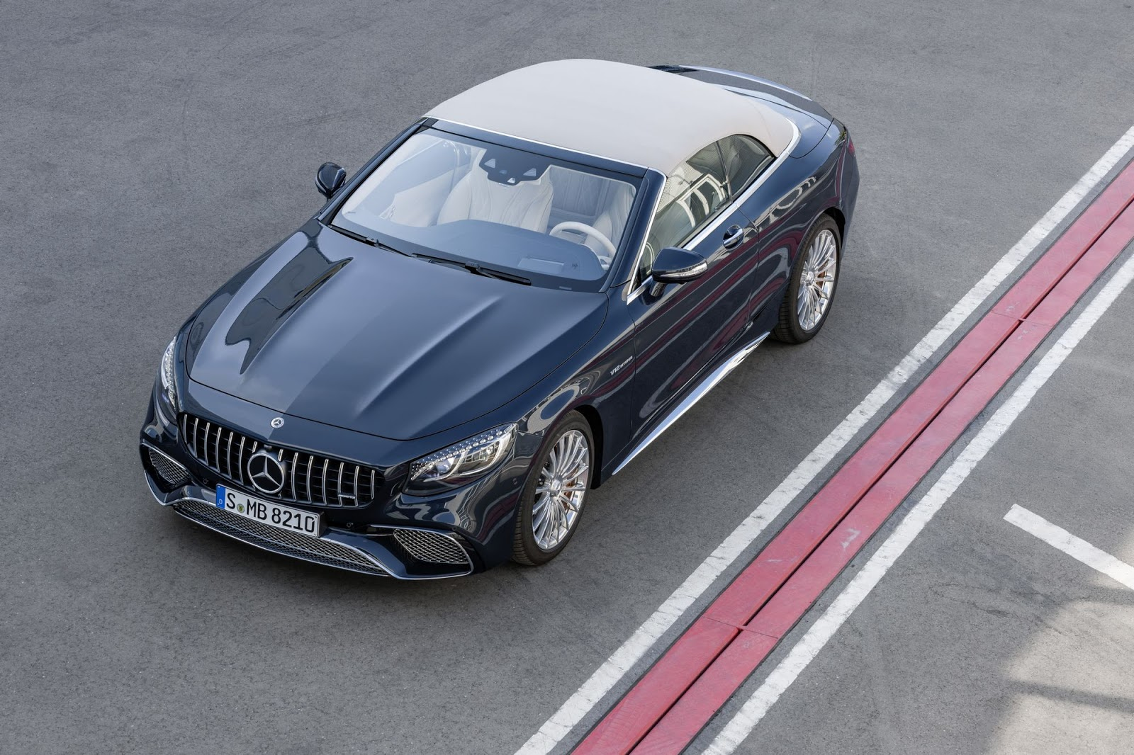 Mercedes-AMG S 65 Cabriolet, 2017. Exterieur: anthrazitblau metallic;Kraftstoffverbrauch kombiniert: 12,0 l/100 km; CO2-Emissionen kombiniert: 272 g/km*  Mercedes-AMG S 65 Cabriolet, 2017. Exterior: anthracite blue metallic;Fuel consumption combined: 12.0 l/100 km; CO2 emissions combined: 272 g/km*