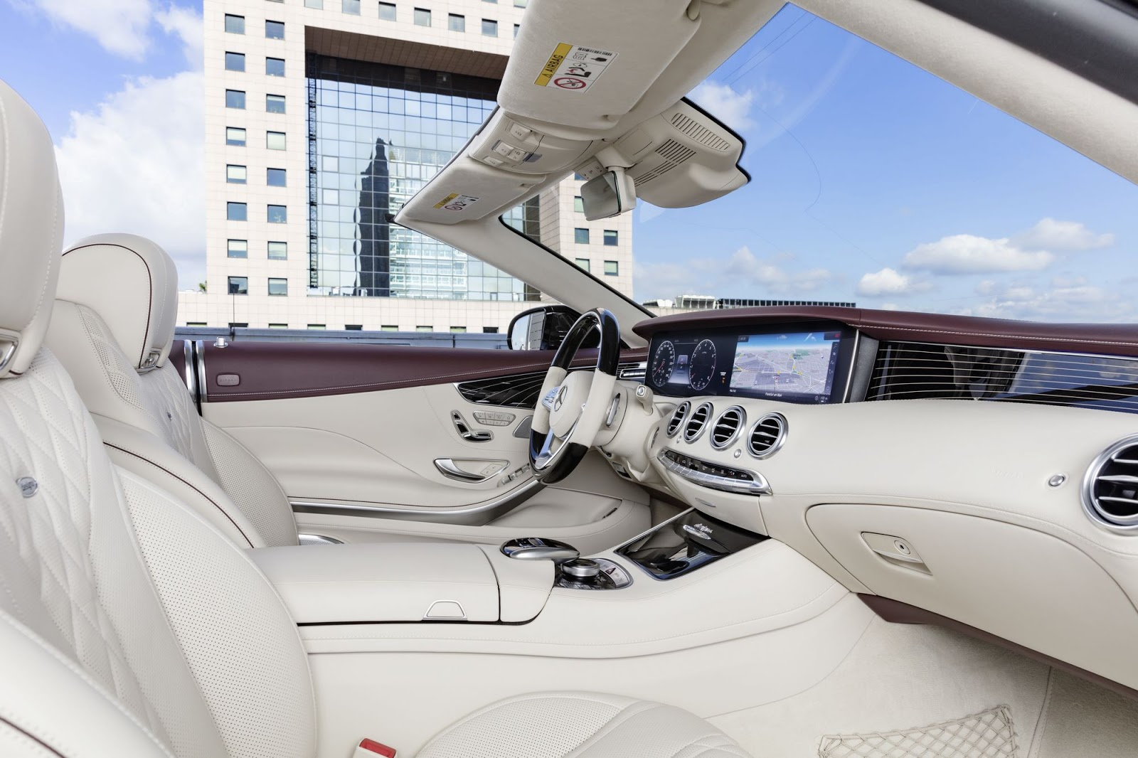 Mercedes-Benz S-Klasse Cabriolet; A 217; Interieur: designo Leder porzellan/tizianrot; Zierteile: designo Klavierlack flowing lines schwarz 