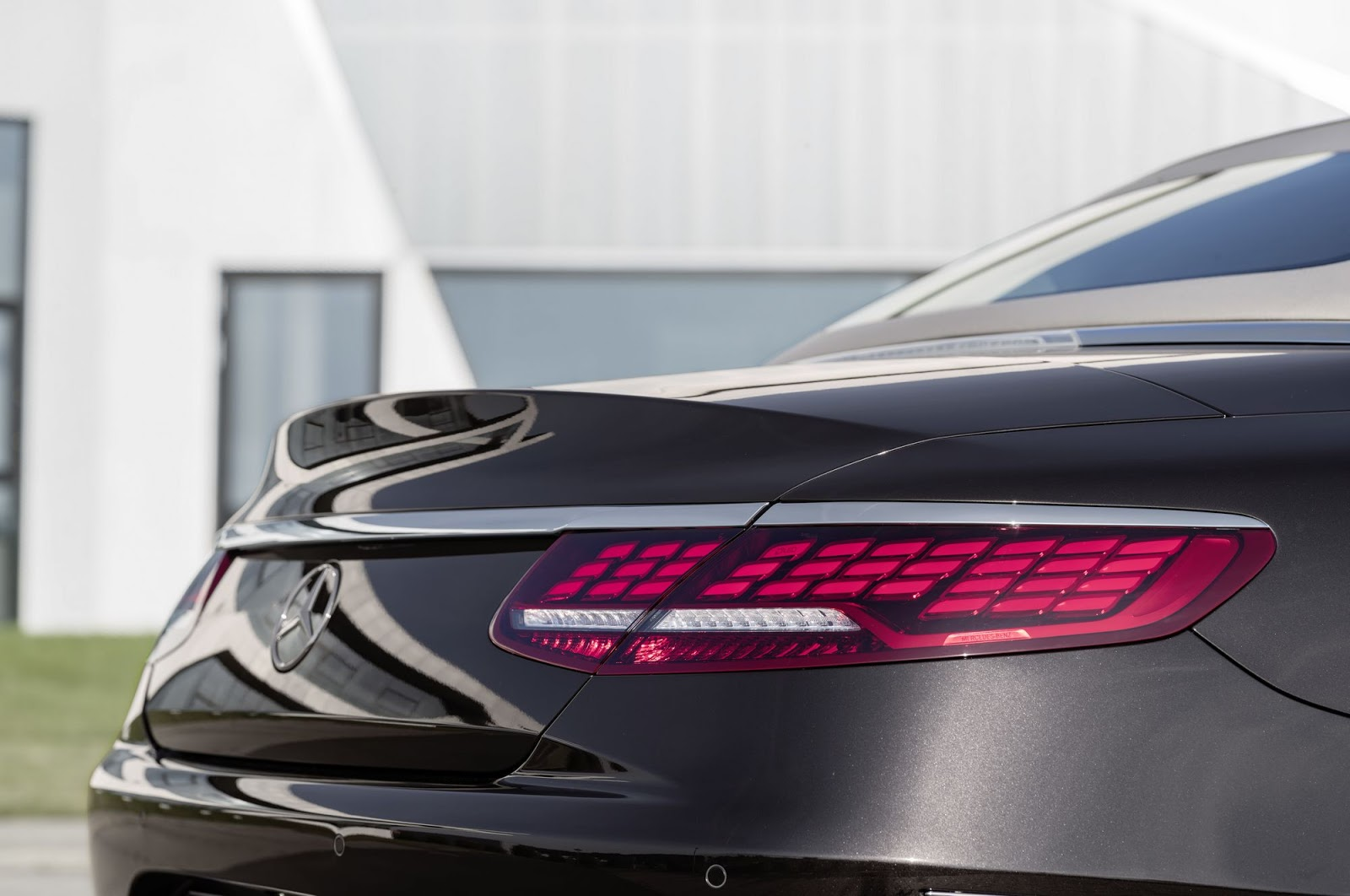Mercedes-Benz S-Klasse Cabriolet; A 217; Exterieur: designo mokkaschwarz;  OLED-Rückleuchte Mercedes-Benz S-Class Cabriolet; A 217; Exterior: designo mocha black; OLED rear light