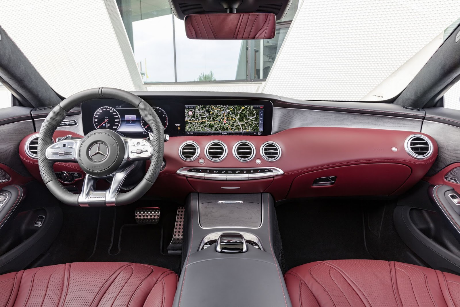 Mercedes-Benz S-Klasse Coupé; C 217; Interieur: designo Leder bengalrot/schwarz; Zierteile: Holz Esche grau seidenmatt 