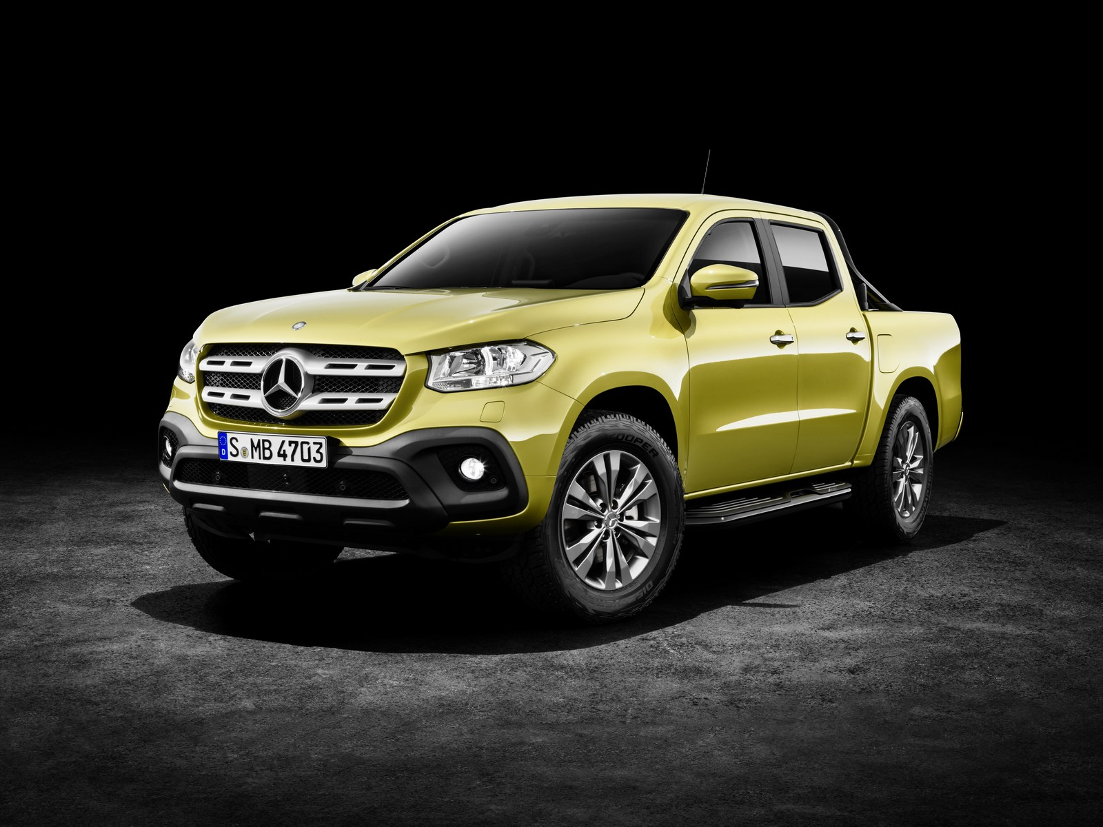Mercedes-Benz X-Klasse – Exterieur, Limonitgelb metallic, Ausstattungslinie PROGRESSIVE, Side Bar und Styling Bar (Mercedes-Benz Zubehör) 