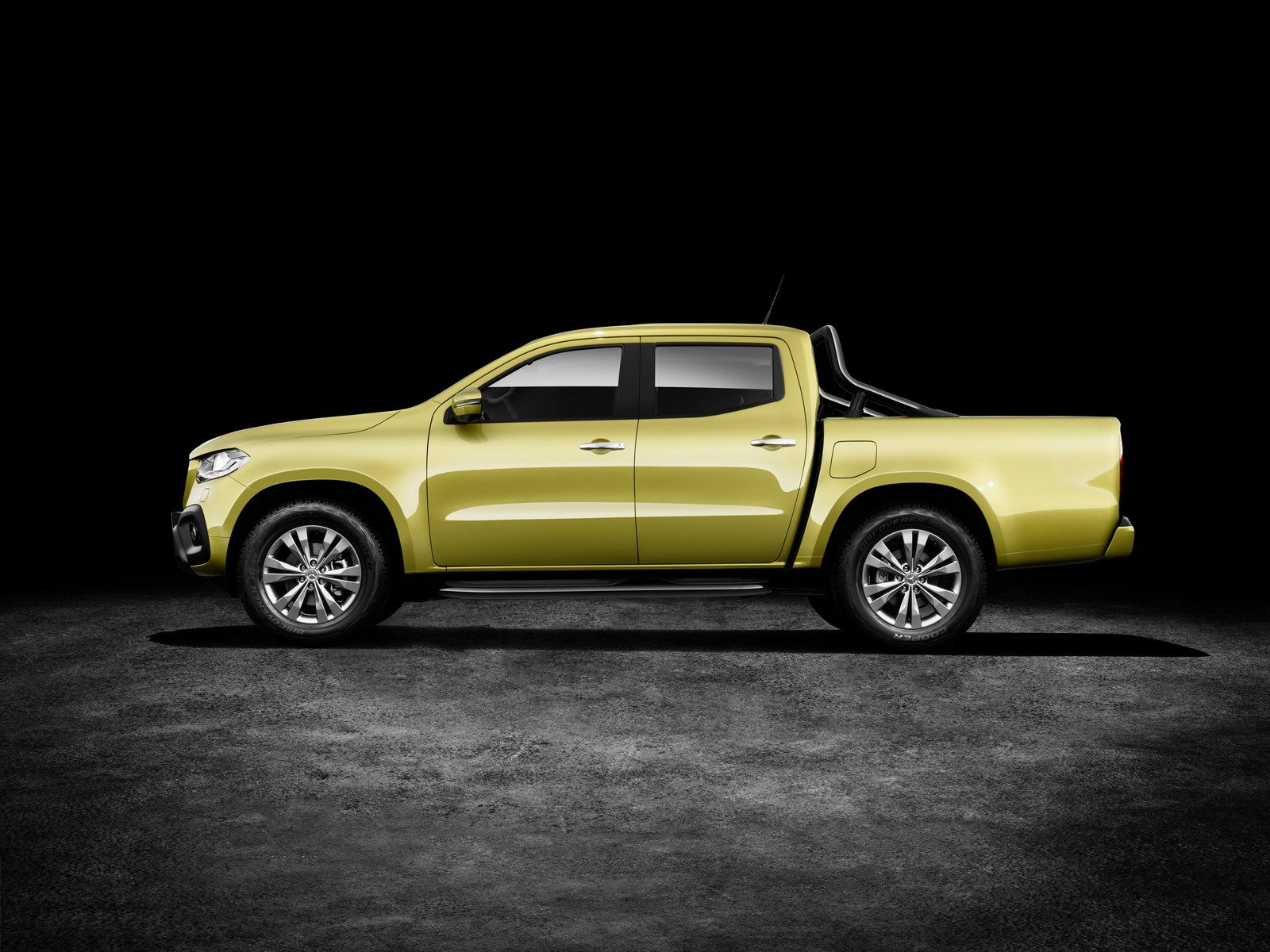 Mercedes-Benz X-Klasse – Exterieur, Limonitgelb metallic, Ausstattungslinie PROGRESSIVE, Side Bar und Styling Bar (Mercedes-Benz Zubehör)   Mercedes-Benz X-Class – Exterior, limonite yellow metallic, design and equipment line PROGRESSIVE, side bar and styling bar (Mercedes-Benz accessories)
