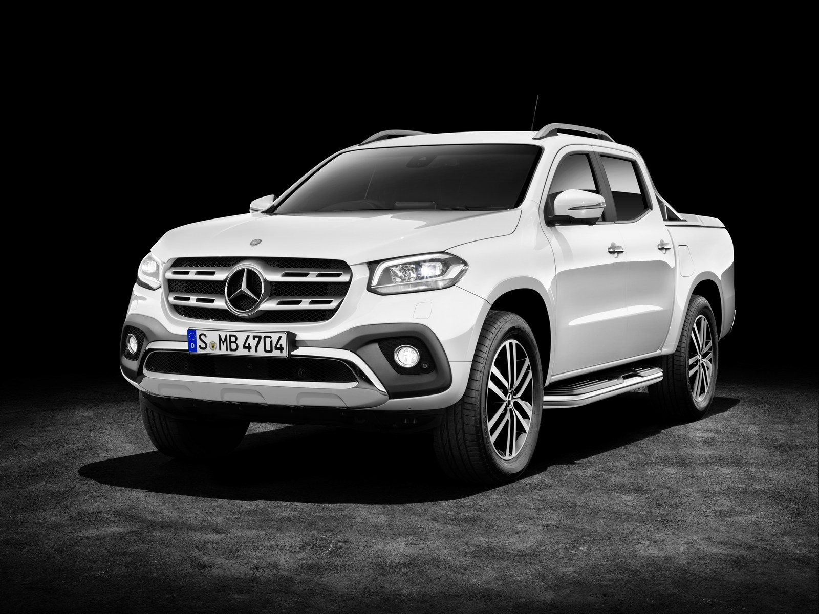 Mercedes-Benz X-Klasse – Exterieur, Beringweiß metallic, Ausstattungslinie POWER, Side Bar, Styling Bar und Hardcover (Mercedes-Benz Zubehör) 