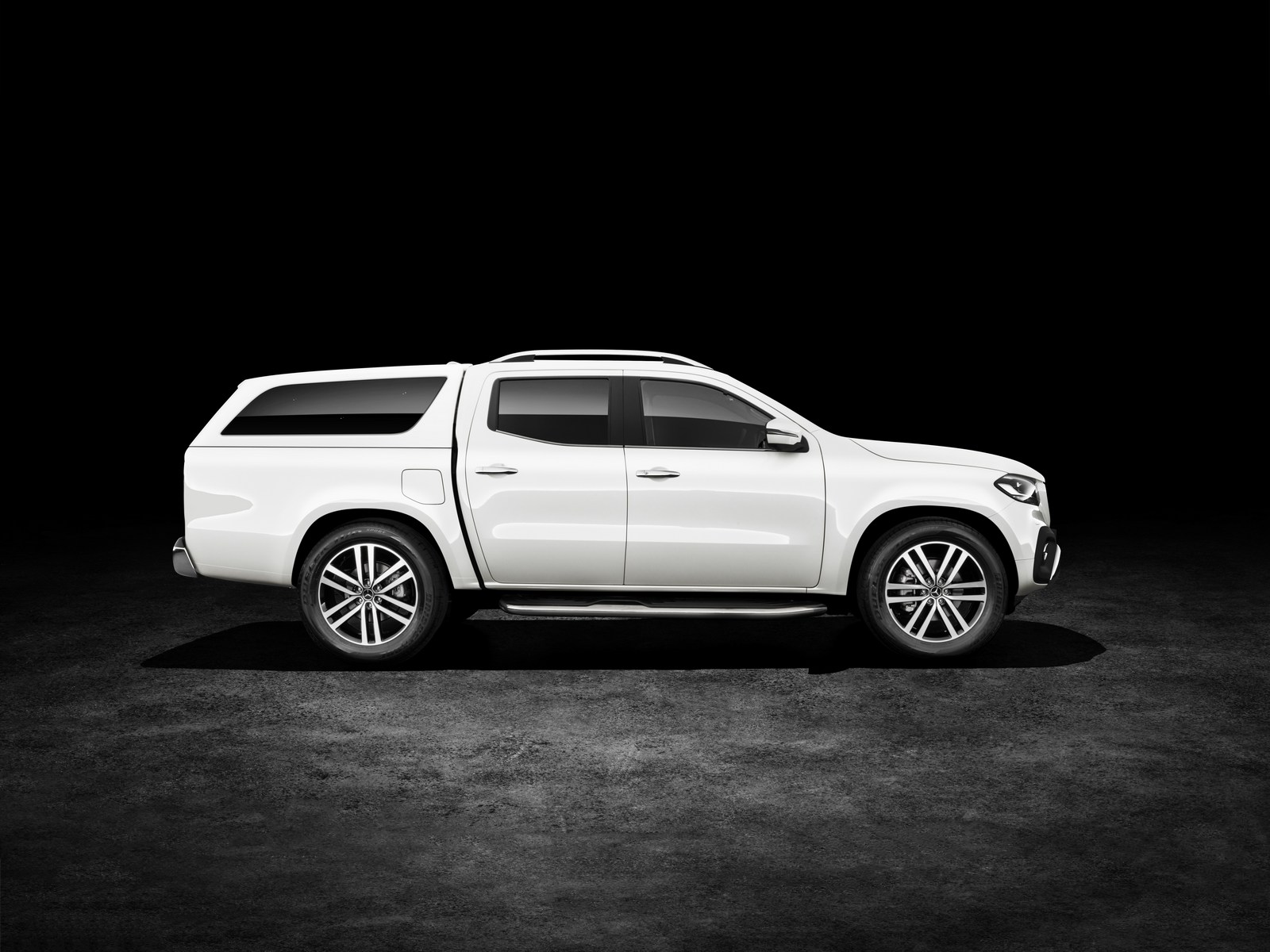 Mercedes-Benz X-Klasse – Exterieur, Beringweiß metallic, Ausstattungslinie POWER, Hardtop und Side Bar (Mercedes-Benz Zubehör)   Mercedes-Benz X-Class – Exterior, bering white metallic, design and equipment line POWER, canopy and side bar (Mercedes-Benz accessories)