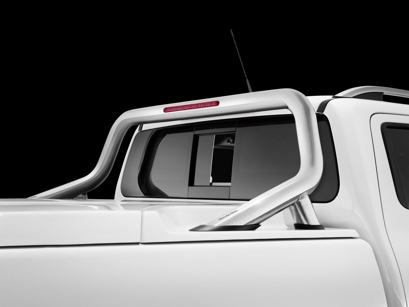 Mercedes-Benz X-Klasse – Elektrisches Heckfenster (Sonderausstattung), Styling Bar (Mercedes-Benz Zubehör) Mercedes-Benz X-Class – Electrically opening rear window (special equipment), Styling bar (Mercedes-Benz accessories)