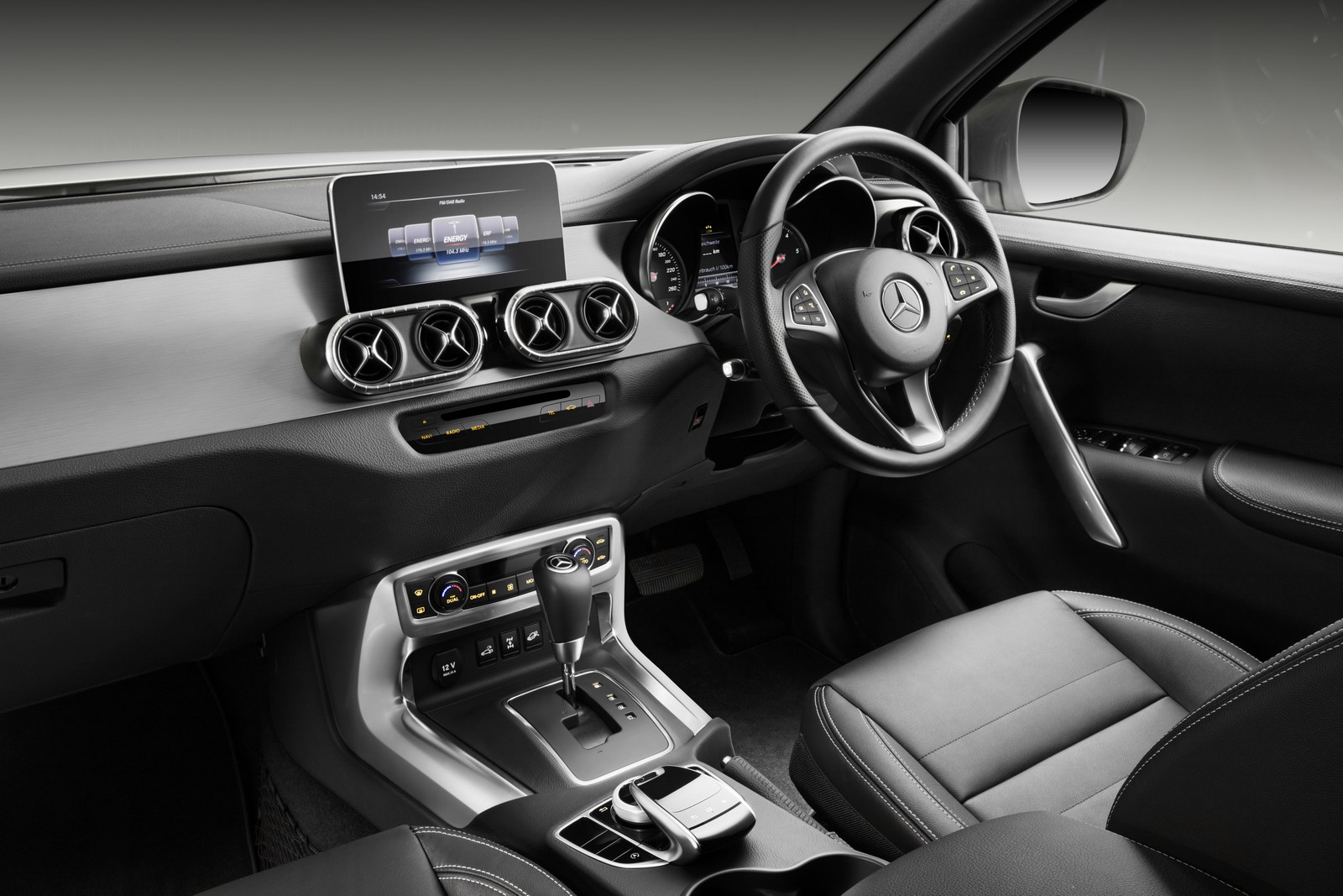 Mercedes-Benz X-Klasse – Interieur, Rechtslenker, Ausstattungslinie POWER   Mercedes-Benz X-Class – Interior, RHD, design and equipment line POWER