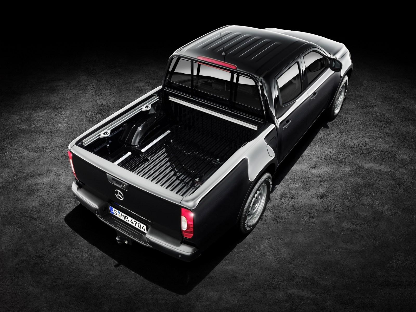 Mercedes-Benz X-Klasse – Exterieur, Kabaraschwarz metallic, Ausstattungslinie PURE Mercedes-Benz X-Class – Exterior, kabara black metallic, design and equipment line PURE