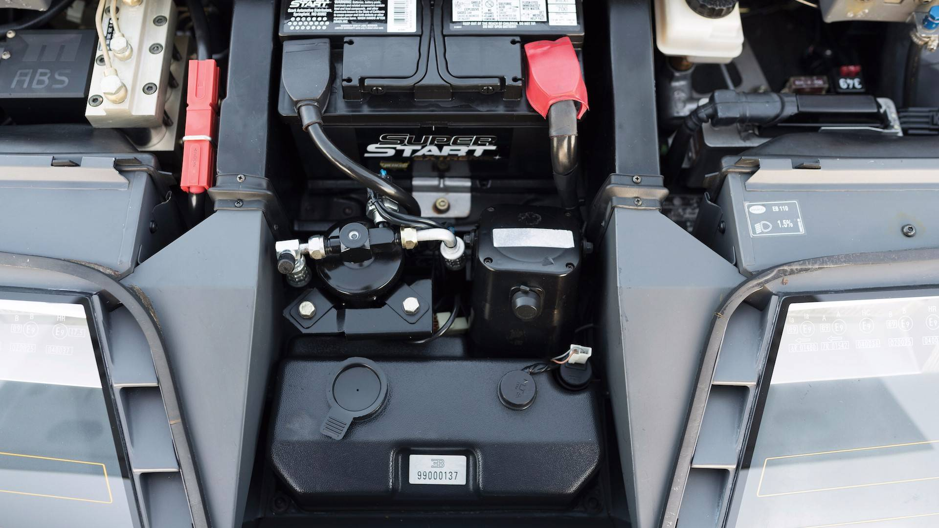 1993-bugatti-eb110-auction (26)