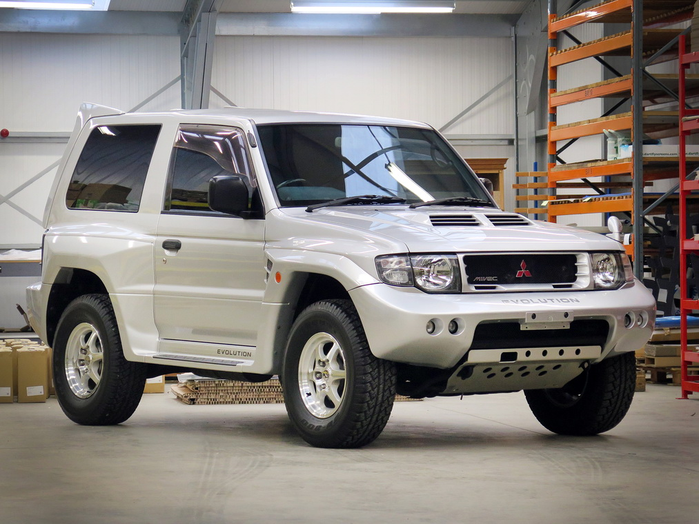 Mitsubishi Pajero Evolution 1988 in auction (1)