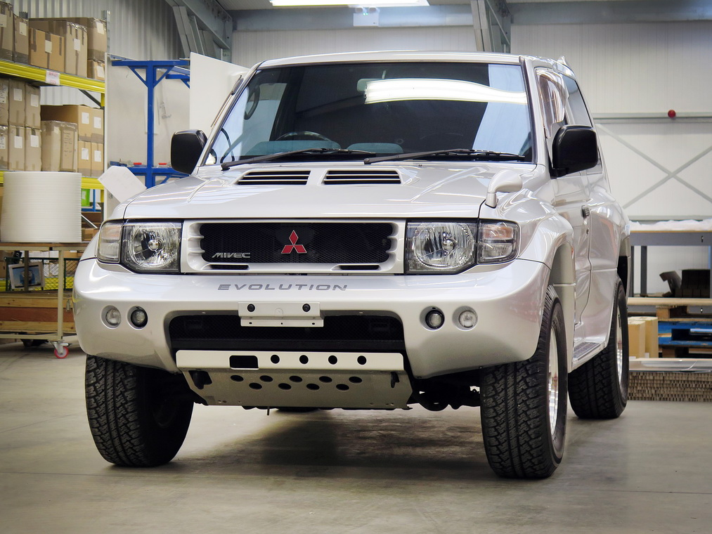 Mitsubishi Pajero Evolution 1988 in auction (2)