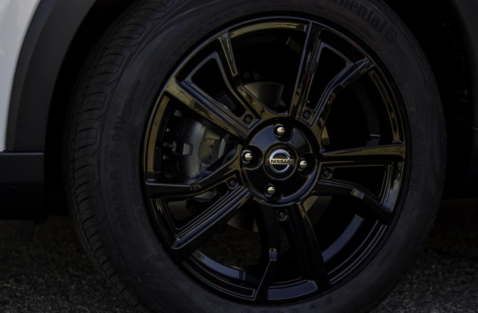 2018-Nissan-Kicks-17