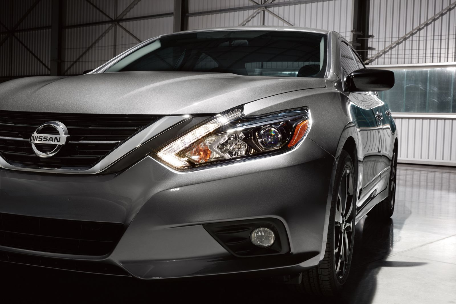 Available on the 2017 Altima 2.5SR, the Altima SR Midnight Edition features black 18-inch Midnight Edition aluminum-alloy wheels and low-profile 235/45R18 all-season tires, black mirror caps, black rear spoiler, LED headlights, remote engine start and available Midnight Edition floor mats. The package has an MSRP1 of $990 USD and is on sale now.