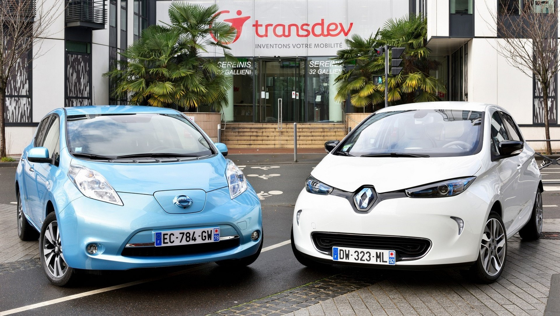 Renault-Nissan Alliance and Transdev to jointly develop driverless vehicle fleet system for future public and on-demand transportation LEAD