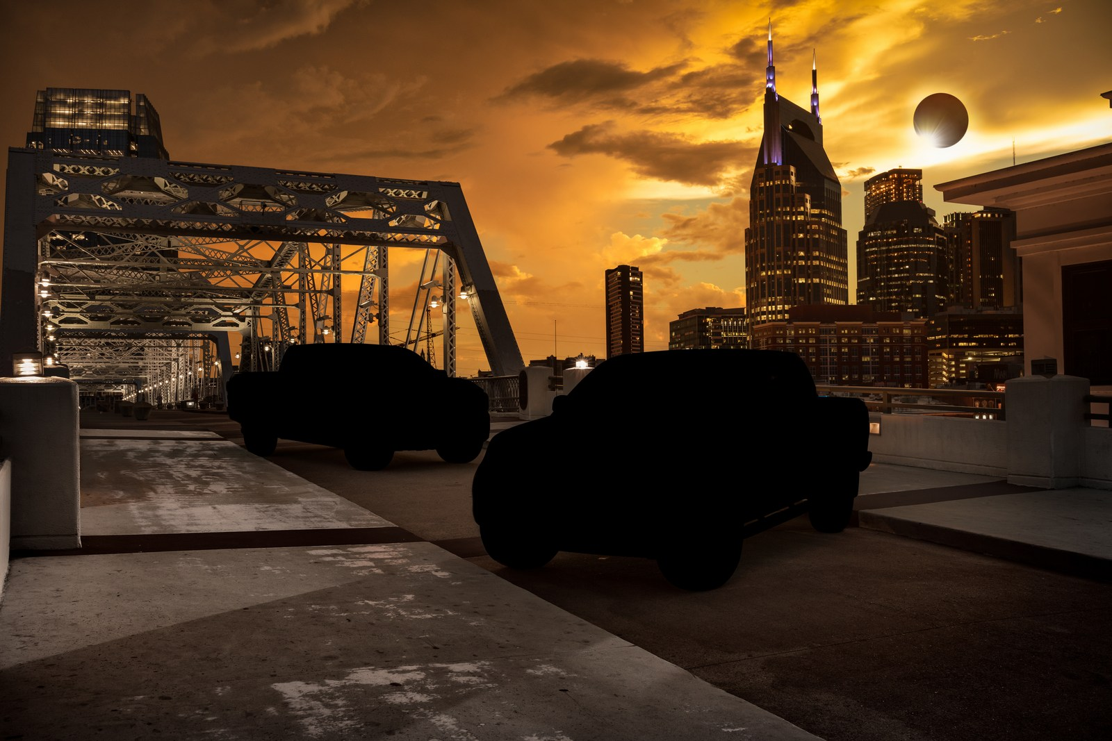As the solar eclipse darkened the midday sky over NissanÕs U.S. headquarters in Franklin, Tenn., the company rolled out three new additions to its popular and hot selling portfolio of custom Midnight Edition models: TITAN, TITAN XD and Frontier Midnight Editions. NissanÕs Midnight Editions sell on average two times faster than standard models.