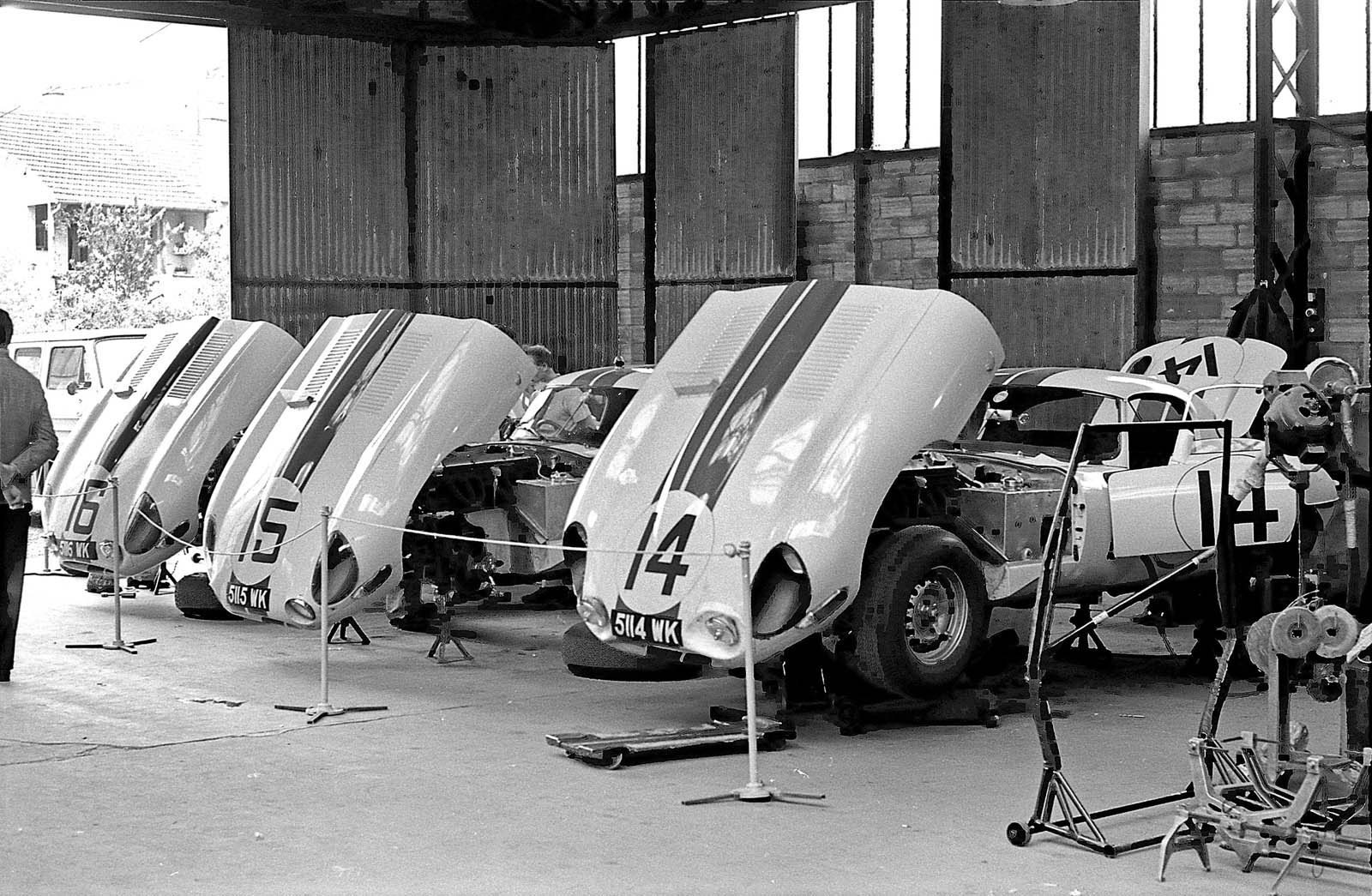 1963 Jaguar E-Type Lightweight #14 Cunningham 20 (2)