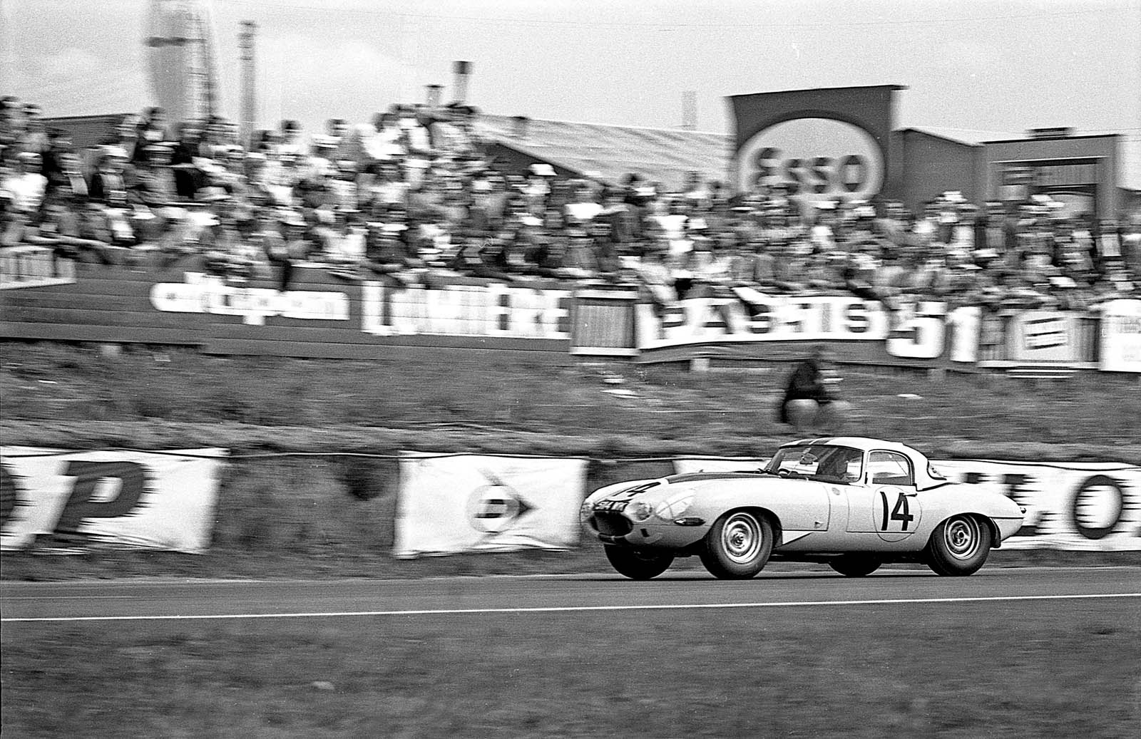 1963 Jaguar E-Type Lightweight #14 Cunningham 20 (5)
