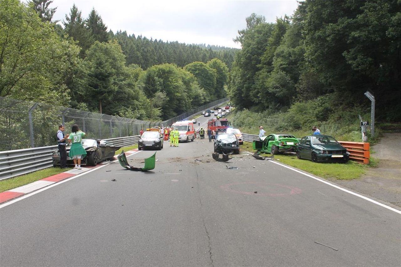 Nurburgring crash august 2017 (12)