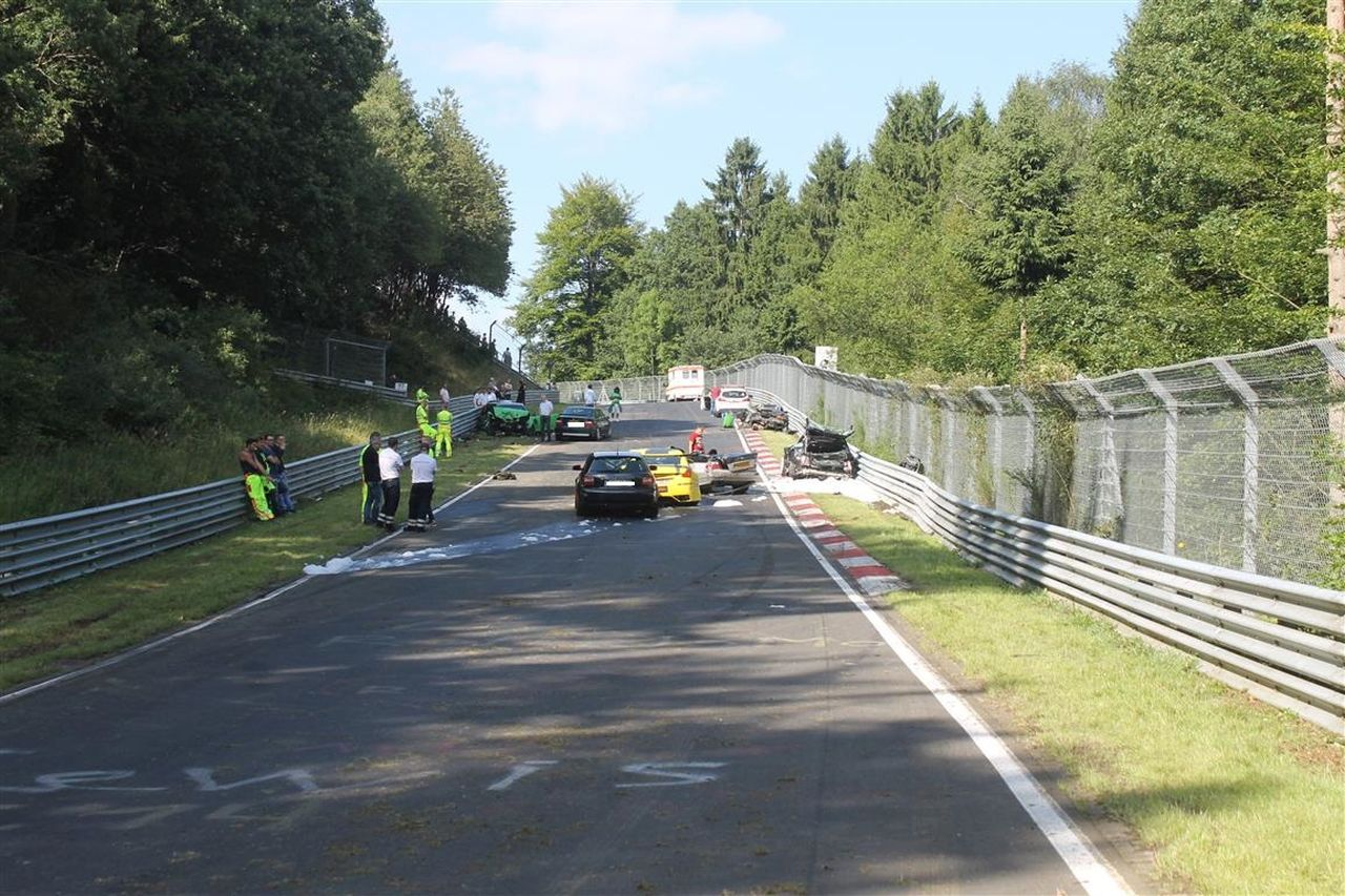 Nurburgring crash august 2017 (13)